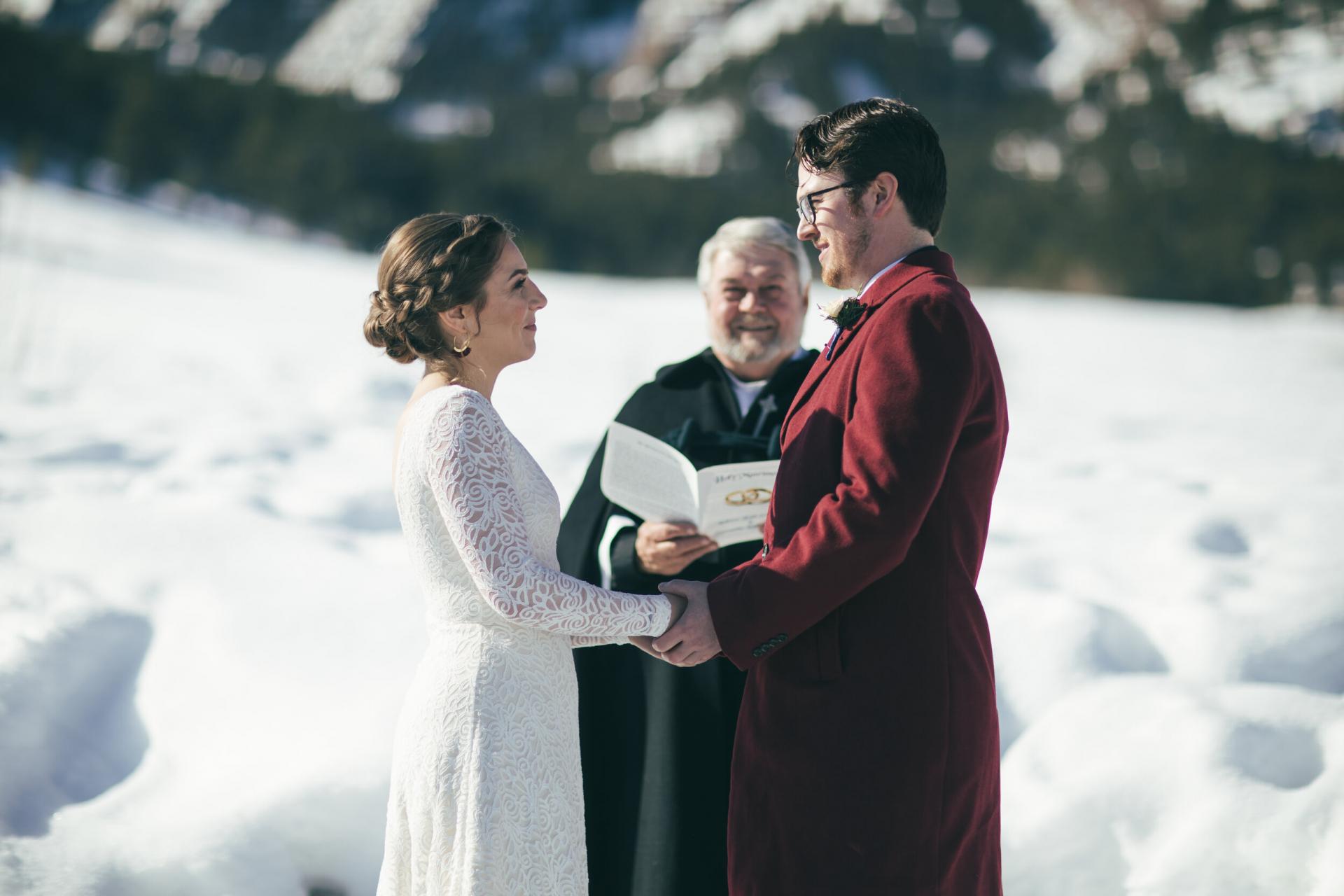 Colorado Adventure Elopement Ceremony Foto | Gelübde austauschen, die sie selbst geschrieben haben
