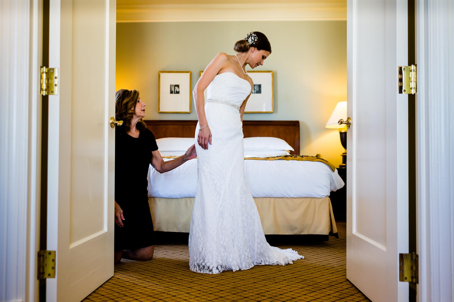 San Francisco, CA Imagen de Elopement de novia   Primera vista de la novia en su hermoso vestido de novia
