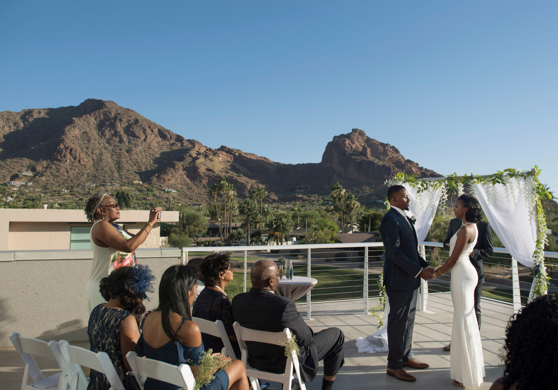 Mountain Shadows Resort Scottsdale, AZ Outdoor Elopement Picture |  Some guests are eager to get the best view of the couple possible