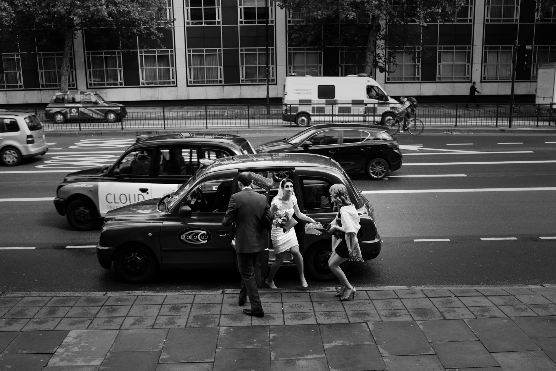 Westminster Town Hall - London Elopement Photographer | traffic speeds by the bride on central London's busy streets