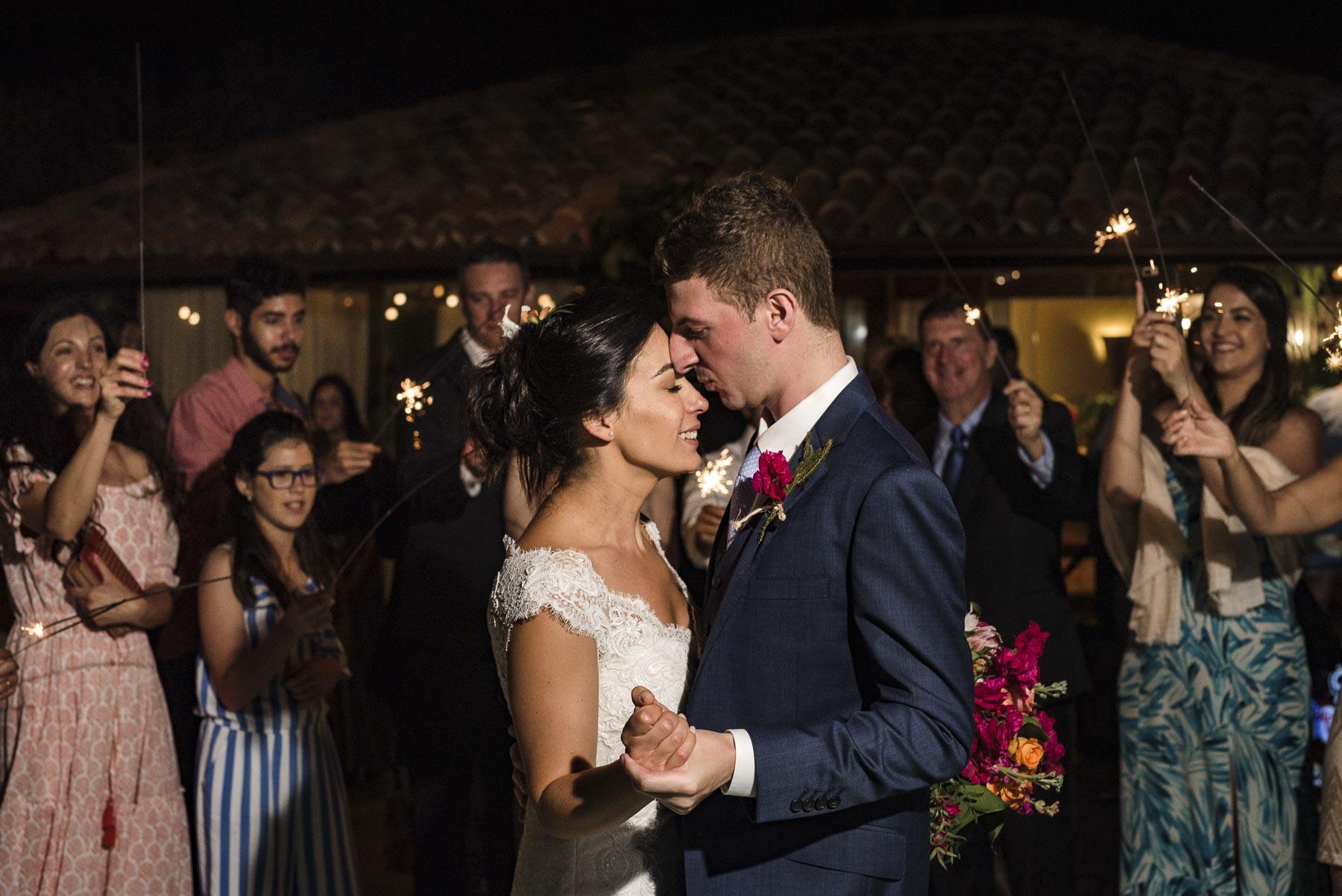 Brésil Mariage Elopement Réception Couple Danse Photo | Mon meilleur partenaire de danse, l'amour pour toute une vie! Enfin marié!