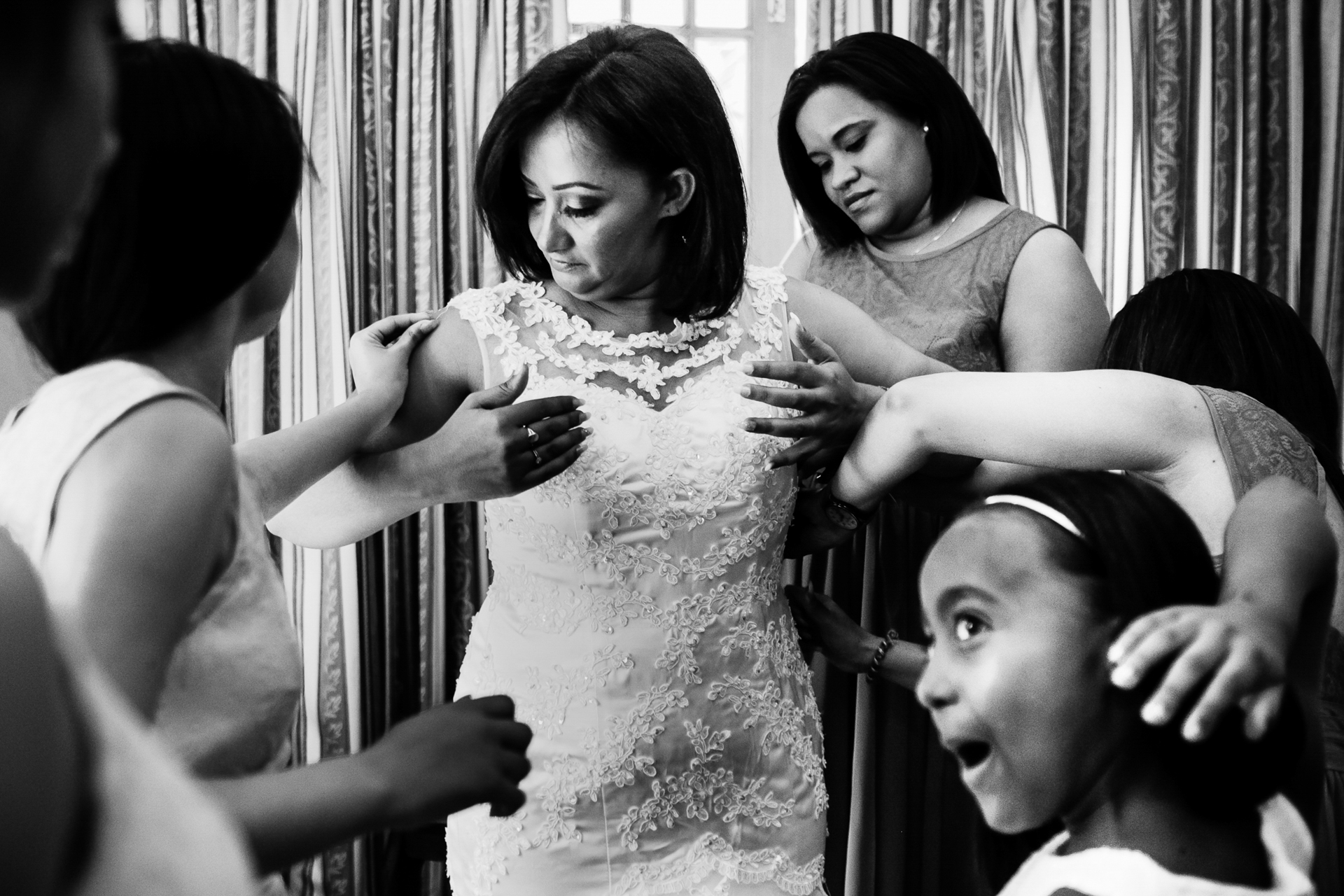 Harare, Zimbabwe Wedding Elopement Photo | The bride had her 3 daughters and 2 best friends to help get her dressed