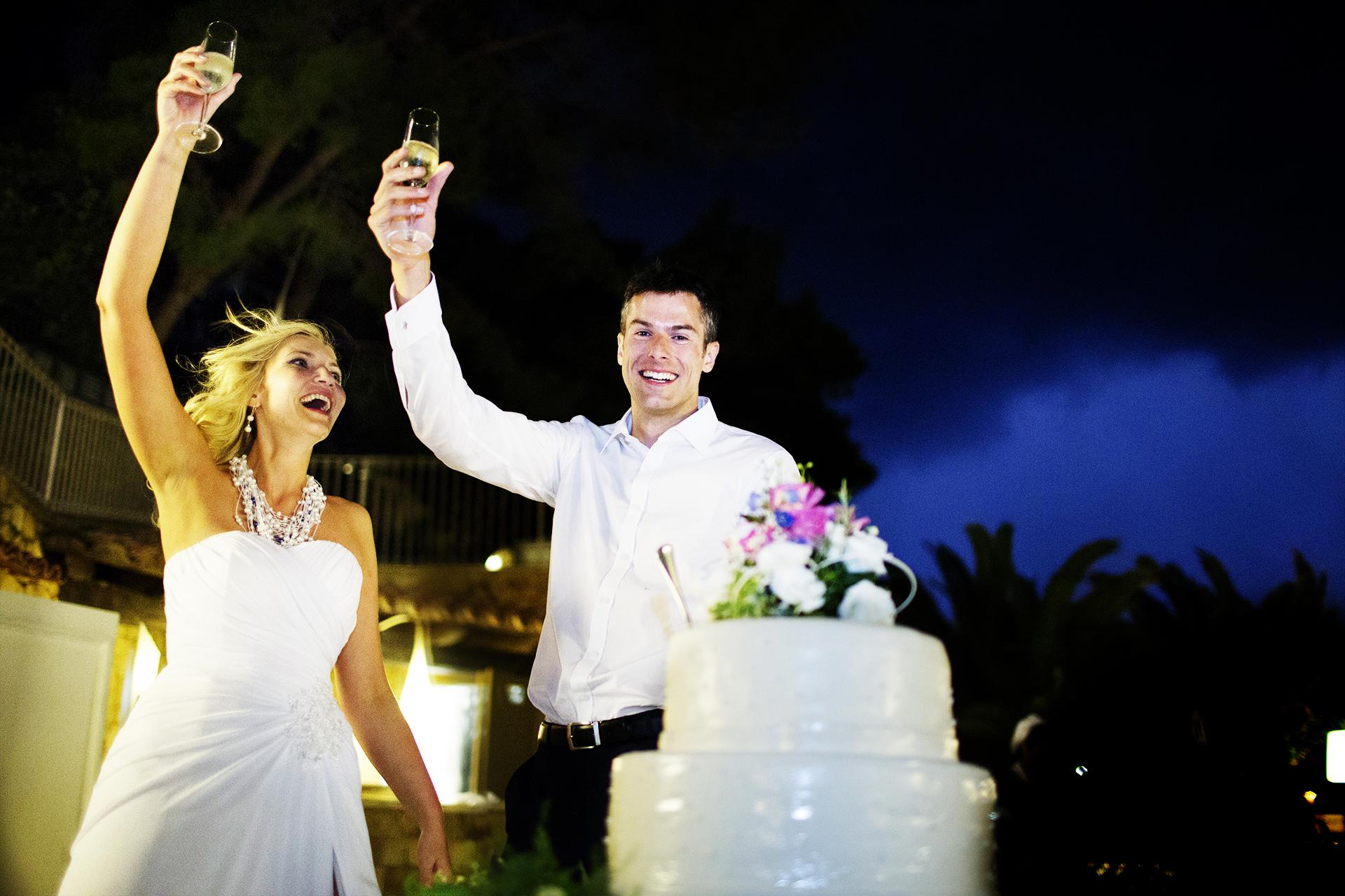 Fotografo di reportage di matrimonio in Italia | il brindisi di fuga