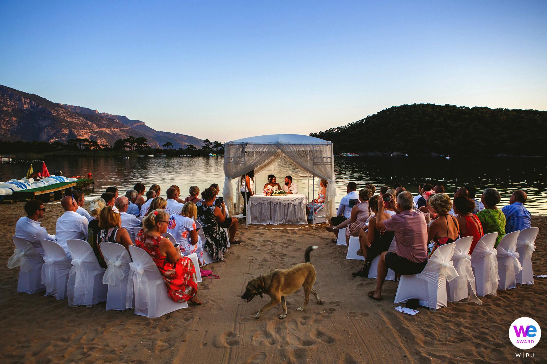 Oludeniz, Fethiye, Turquía Fotógrafo de fuga | La boda, cena y fiesta se desarrolló en el magnífico ambiente de Billy's Beach en Oludeniz