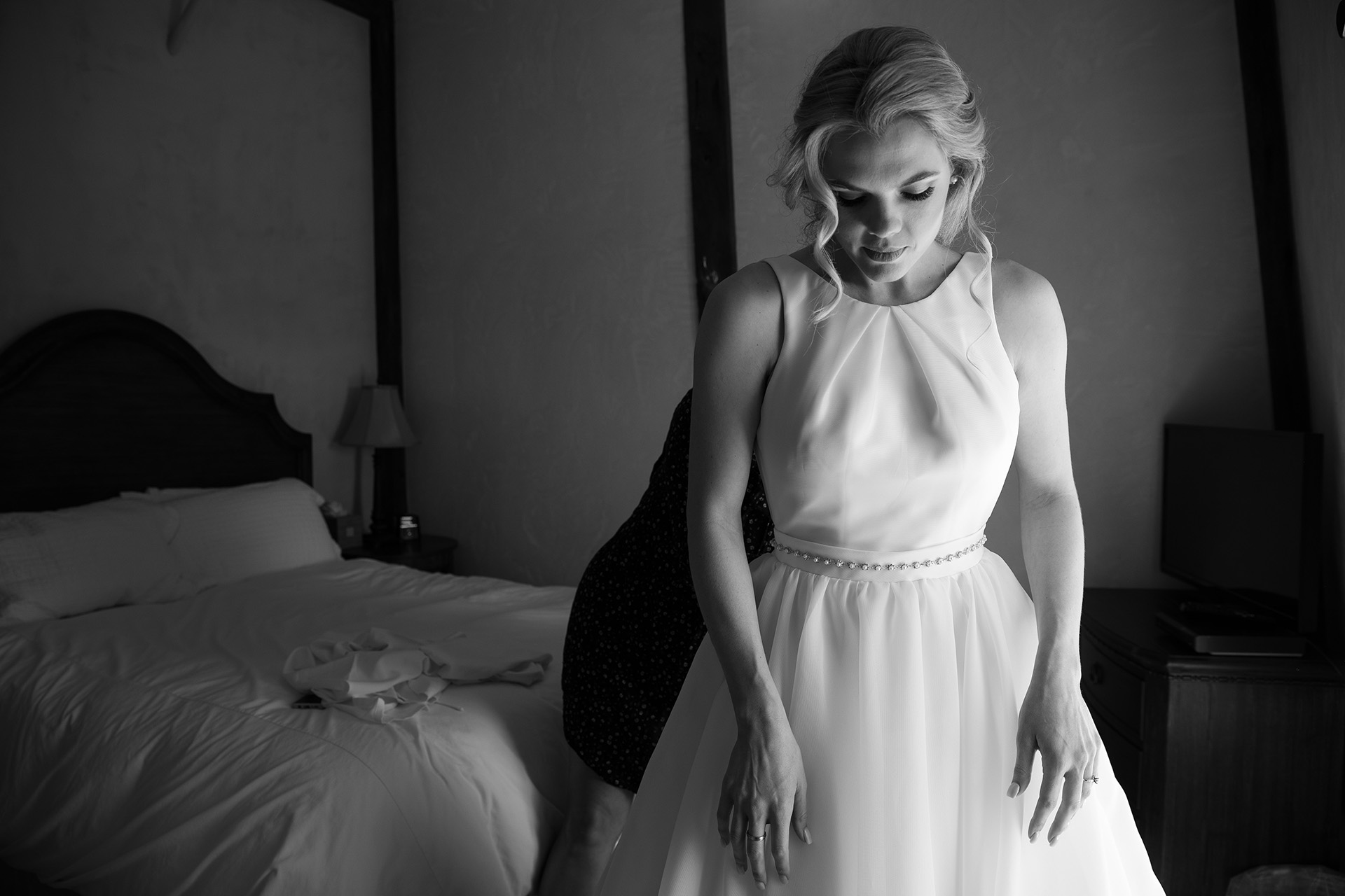 CA Wedding Photography of Bride Getting Ready | beautiful window light on the bride