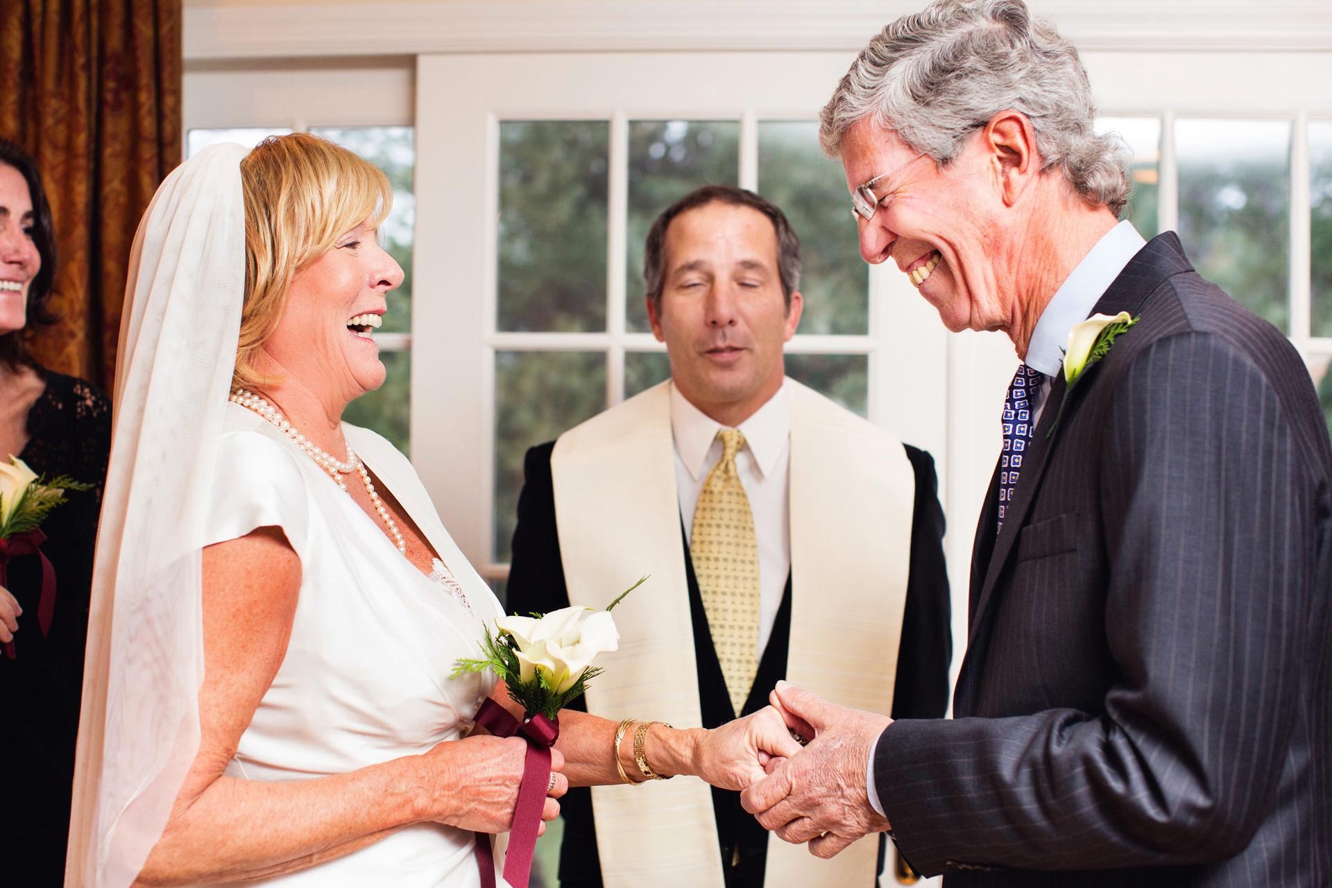 Cérémonie de remise de l'anneau d'anniversaire de la maison du New Jersey Photo | mariage entre eux au domicile de leur fille