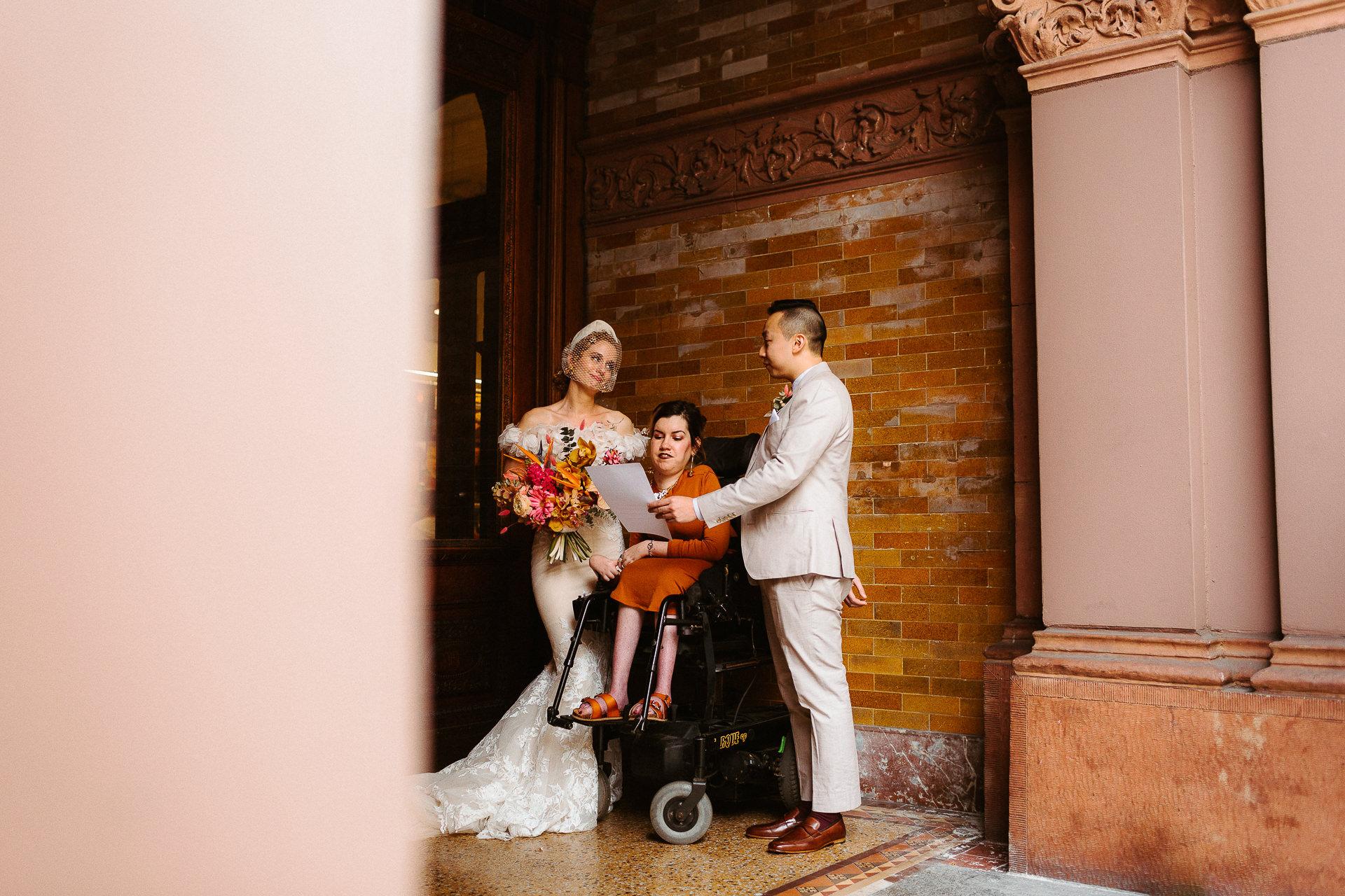 Los Angeles Elopement Ceremony Image | leur meilleur ami comme célébrant de mariage