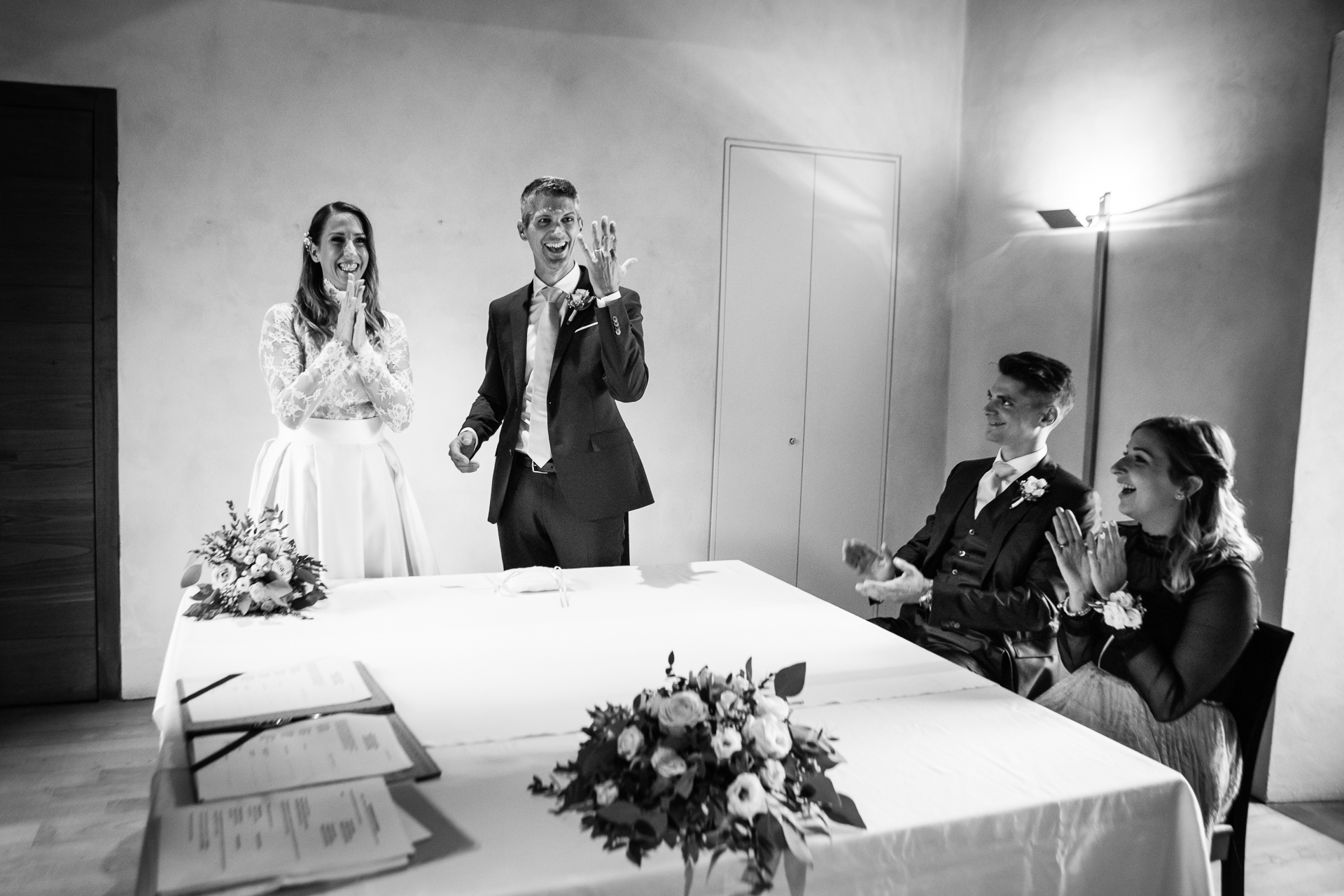 Switzerland CH Elopement Couple Ceremony Picture | The bride and the couple's two witnesses applaud for the groom