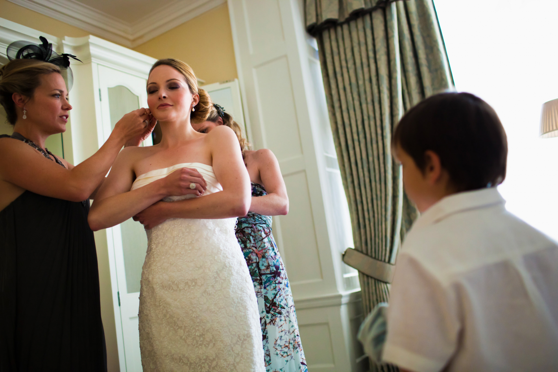 London Elopement Image of the Bride Getting Ready | Before the ceremony, two women help the bride get ready