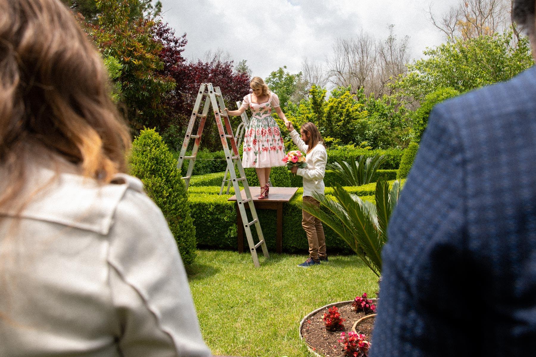 Lecce, Pouilles Elopement Image | Les mariés sont sur le site de la cérémonie civile