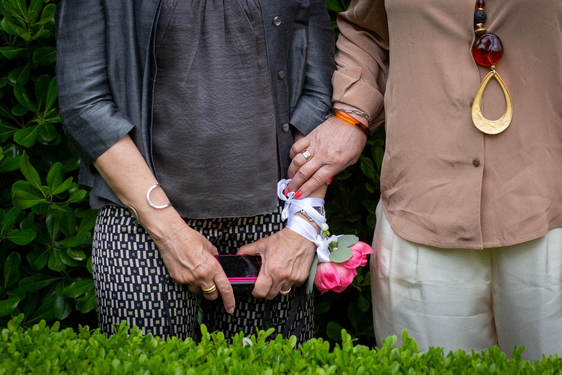 Puglia Elopement Detail Photo | pour célébrer le mariage, les huit invités ont été arrangés