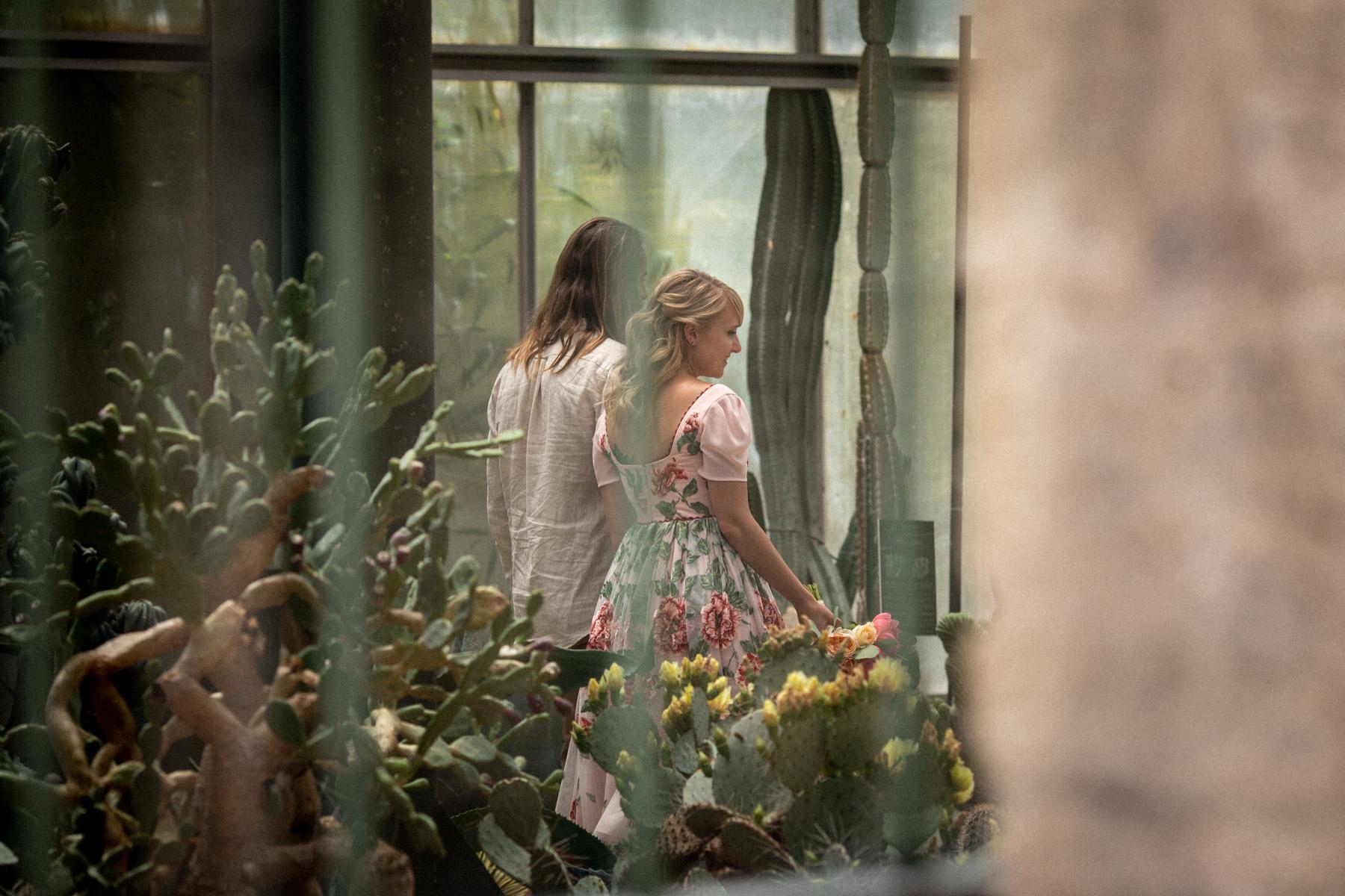 Serre de l'Amérique latine, Italie Elopement Image | Les époux ont choisi cet endroit pour une promenade relaxante après la cérémonie