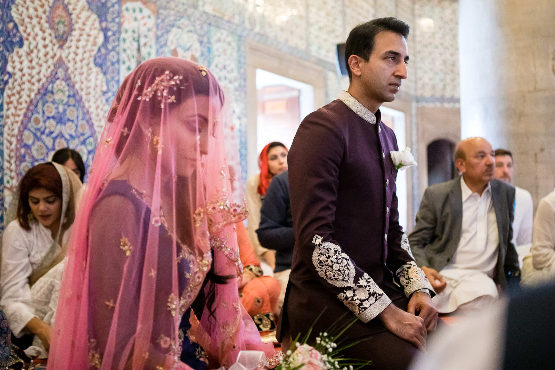 Zeremonie Foto von einer blauen Moschee, Istanbul Elopement | Das Brautpaar während der muslimischen Hochzeitszeremonie
