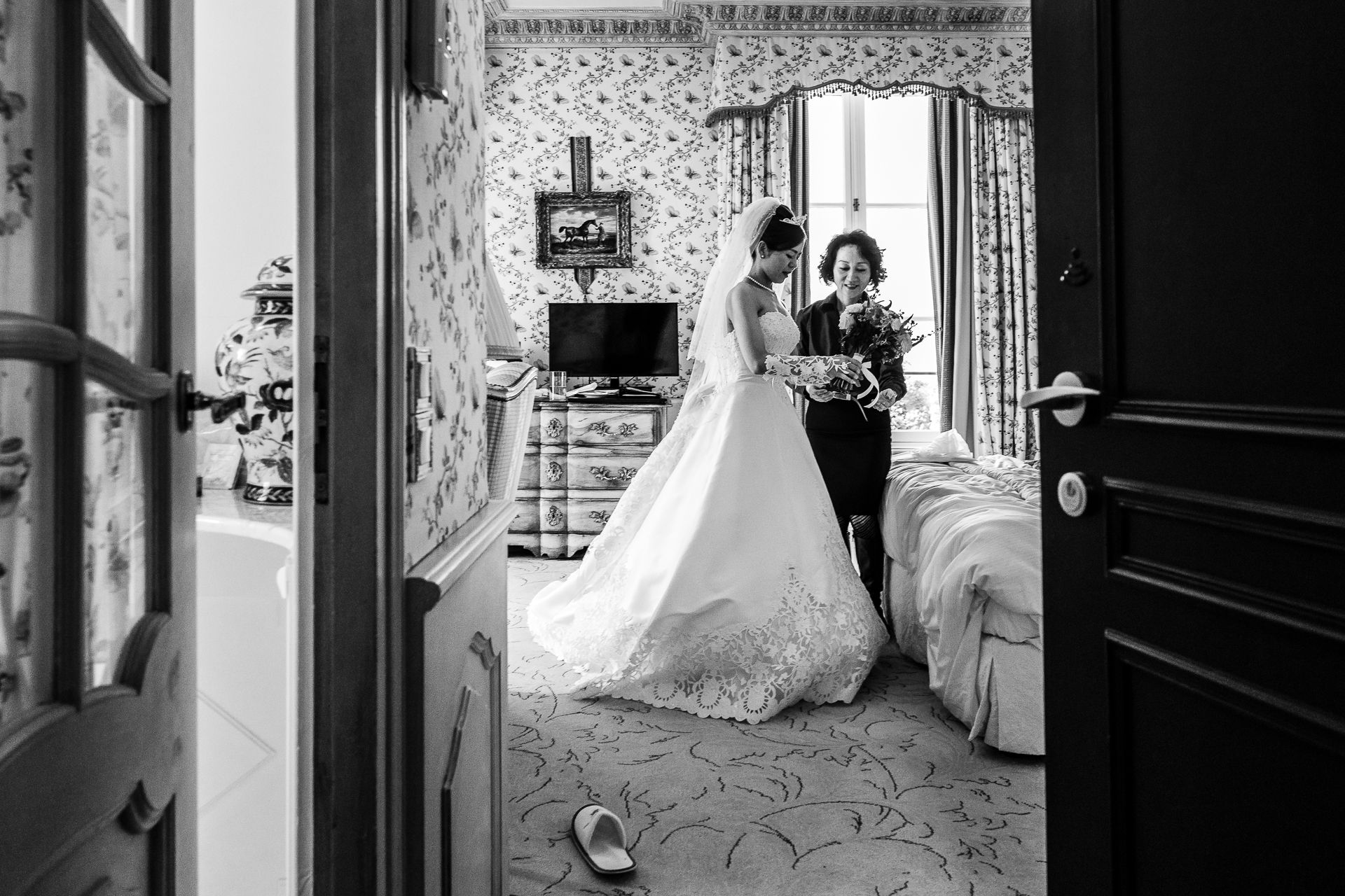 Bordeaux Castle Elopement Photographer of France | woman helping the bride