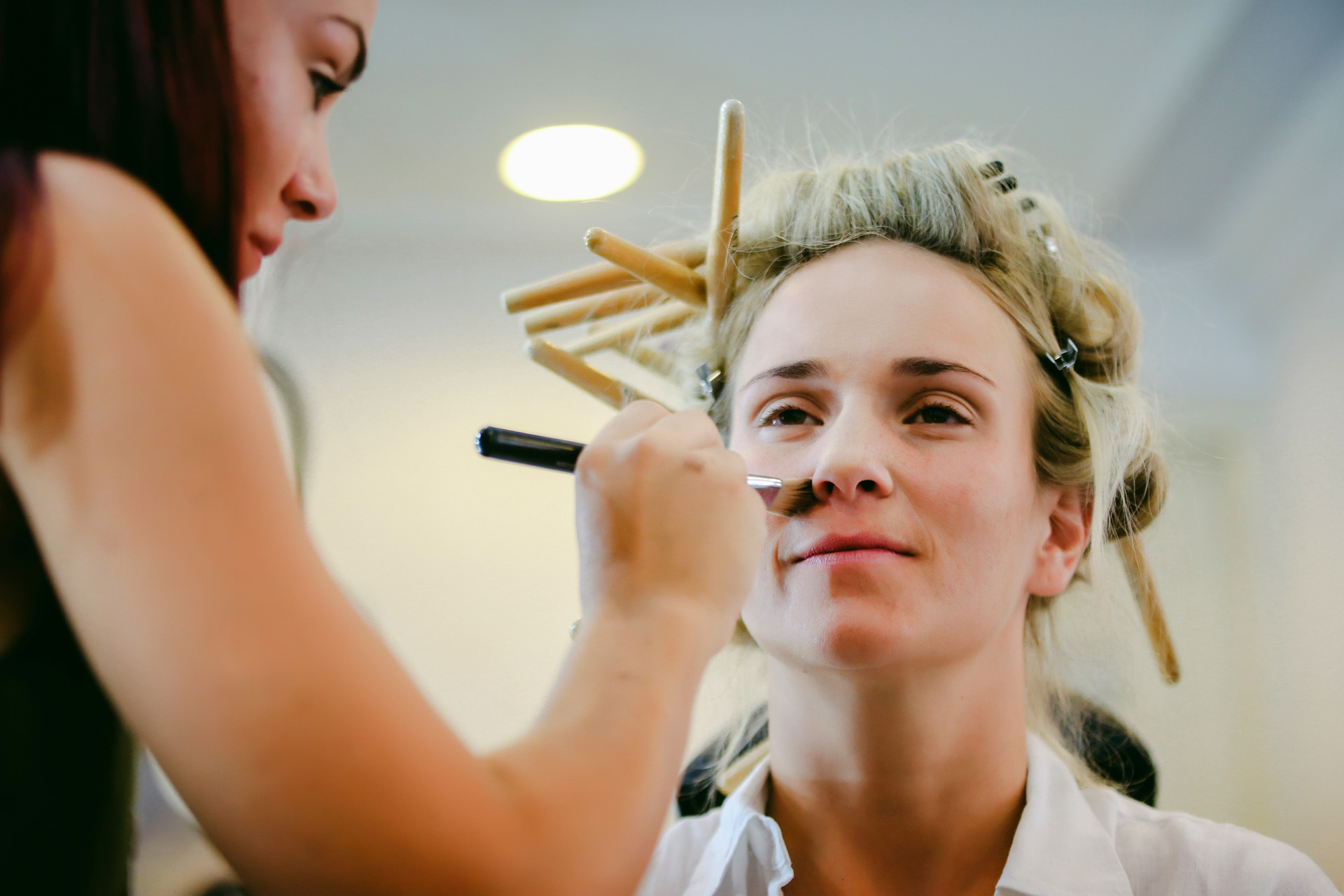 Sea Horse Beach Club, Turkey Bridal Elopement Image | The bride gets her hair and makeup done in a hair salon in Fethiye