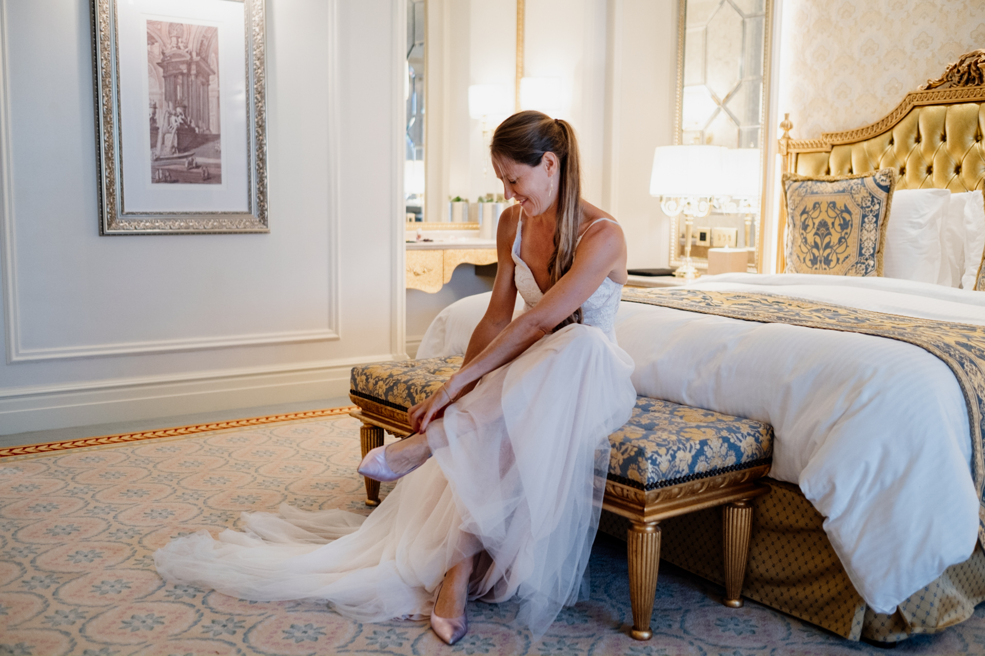 Dubai Elopement Picture of the Bride at Kempinski Hotel | having a quiet moment before leaving her room