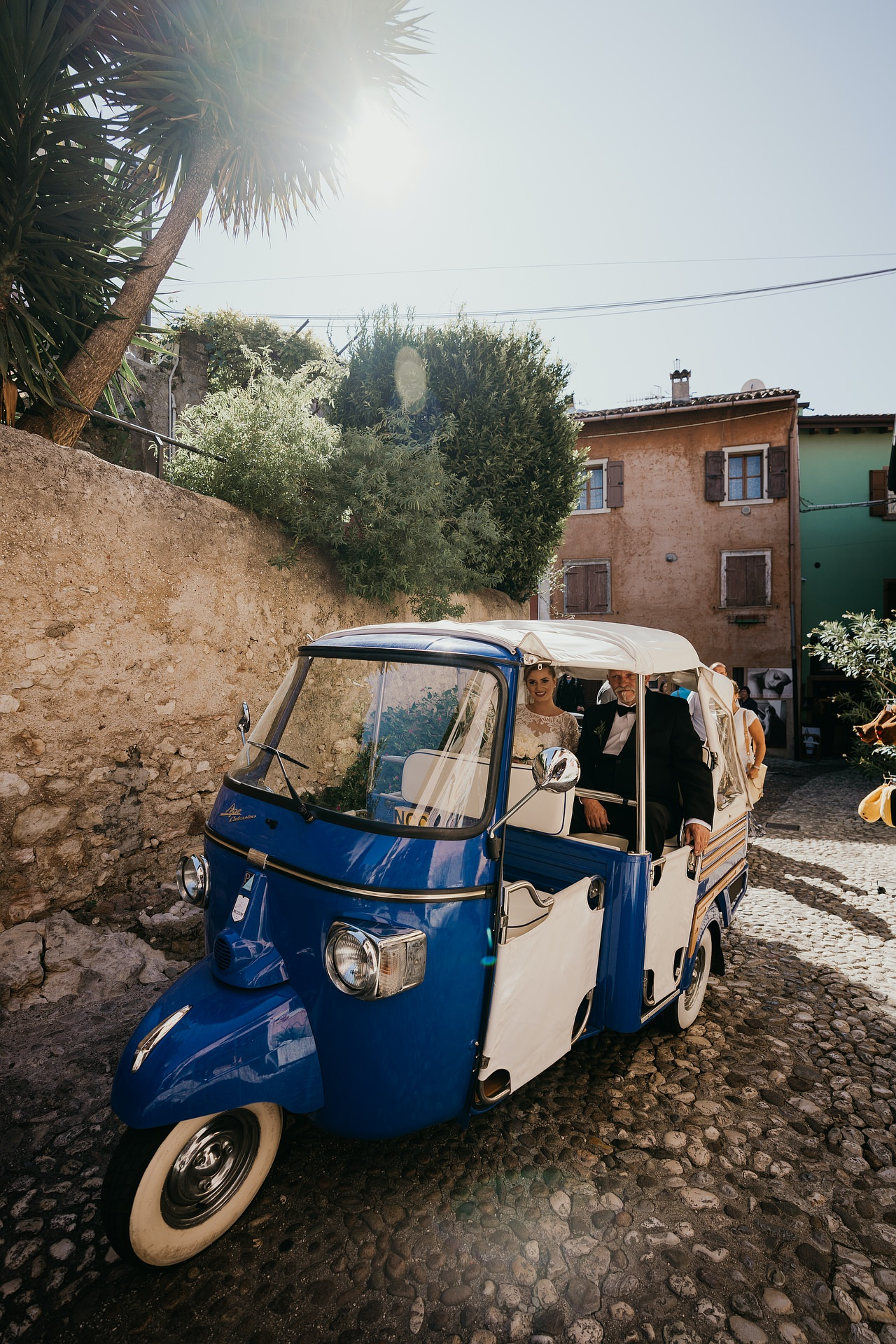Malcesine VR Italy Elopement Photos | The bride reaches Malcesine Castle with an italian Ape Calessino