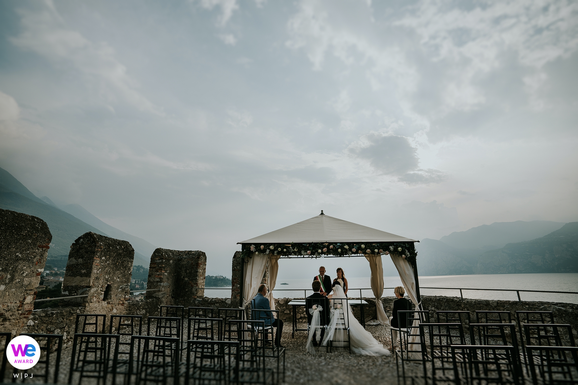 Scaliger Castle of Malcesine Elopement Photography | the couple is celebrating the ceremony in the Panoramic Terrace called Rivellino