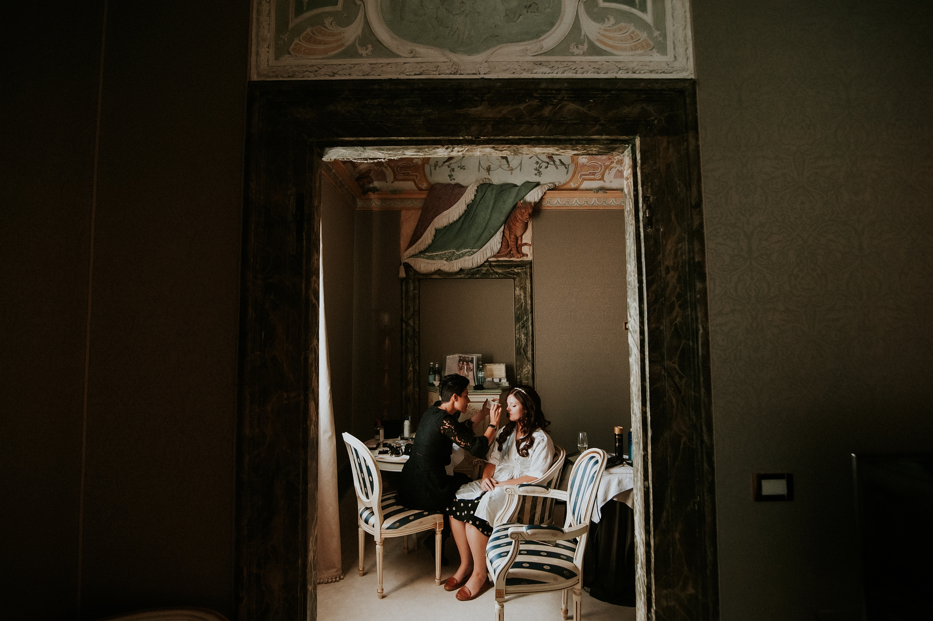 Ca Sagredo Civil Elopement in Venice - Italian Weddings | In this photo the make up artist is doing the bride's make up