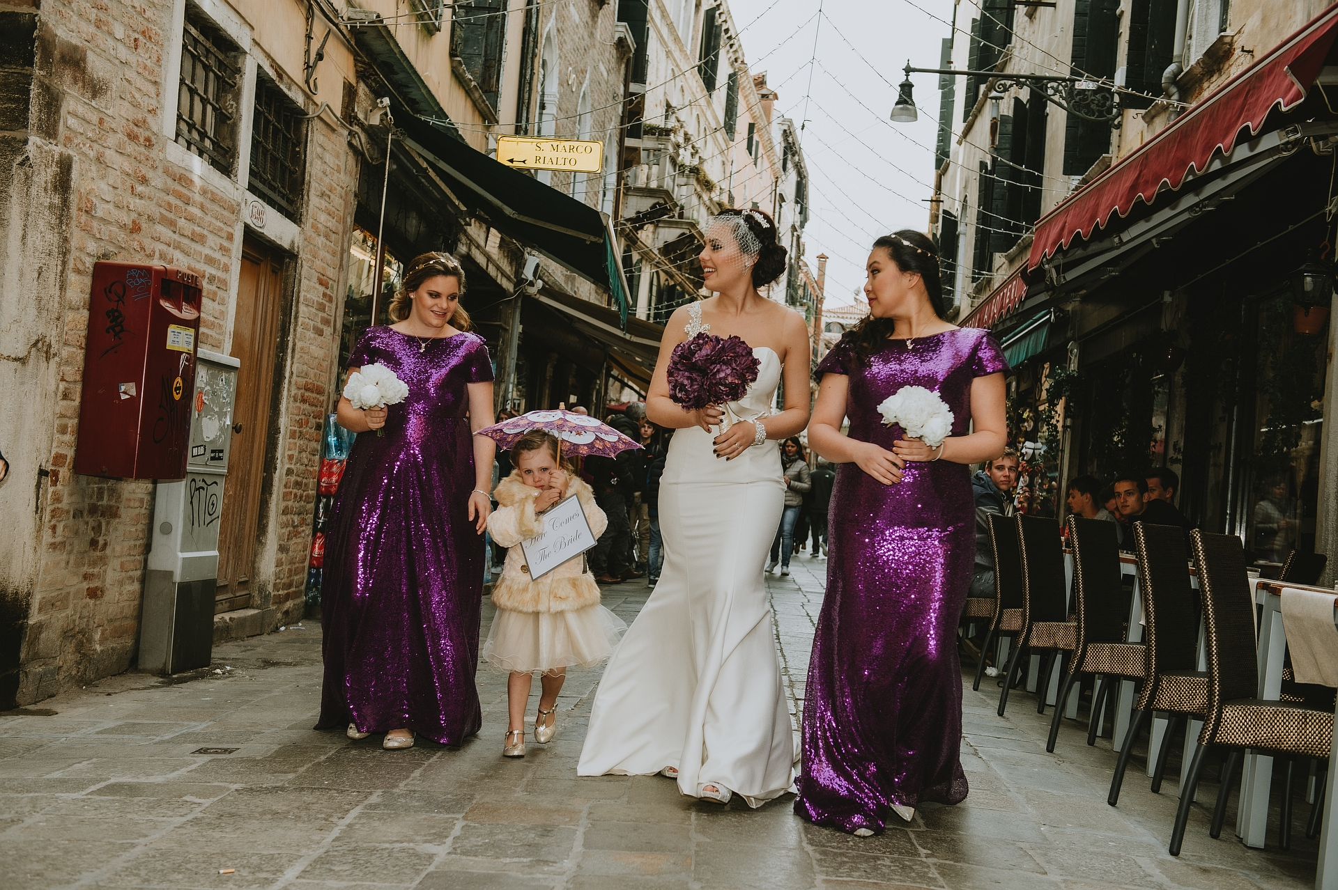 Venice Elopement Photographer for Torcello Island | The future bride, with her bridesmaids, are going to the taxi stop