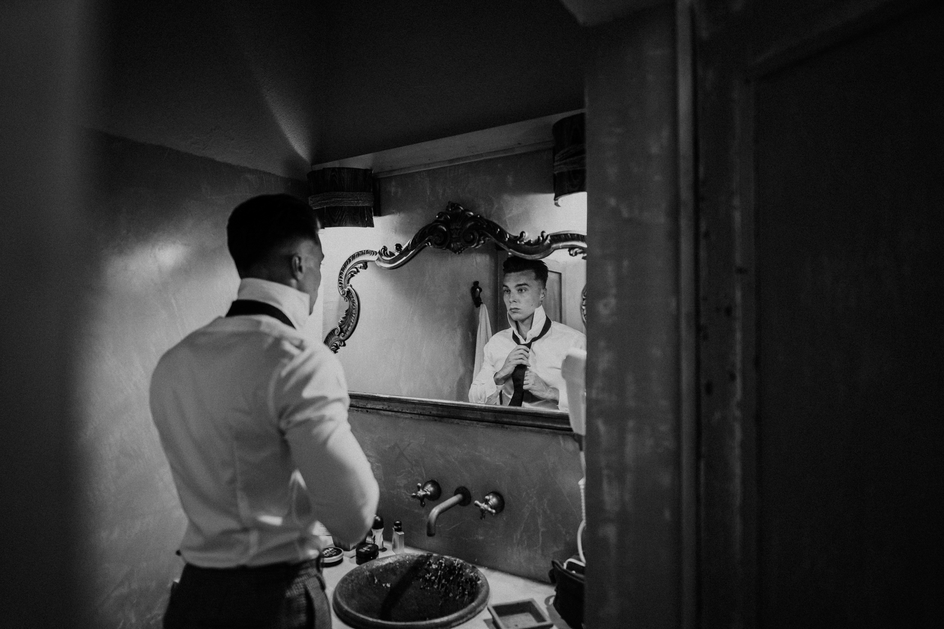 Tuscan Hills, Chianti Shire Elopement Photographer | The image of the groom putting on a tie