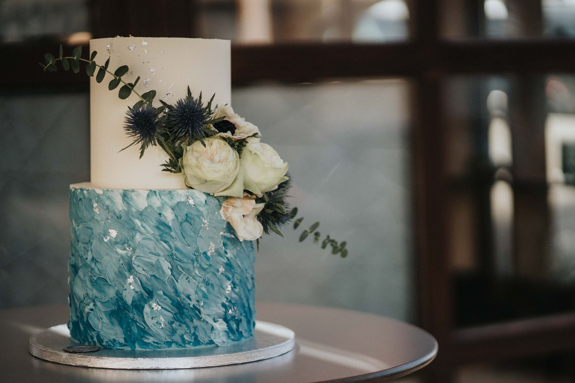 Germany Restaurant Elopement Venue Detail Image | The bride and groom choose a simple yet elegant wedding cake