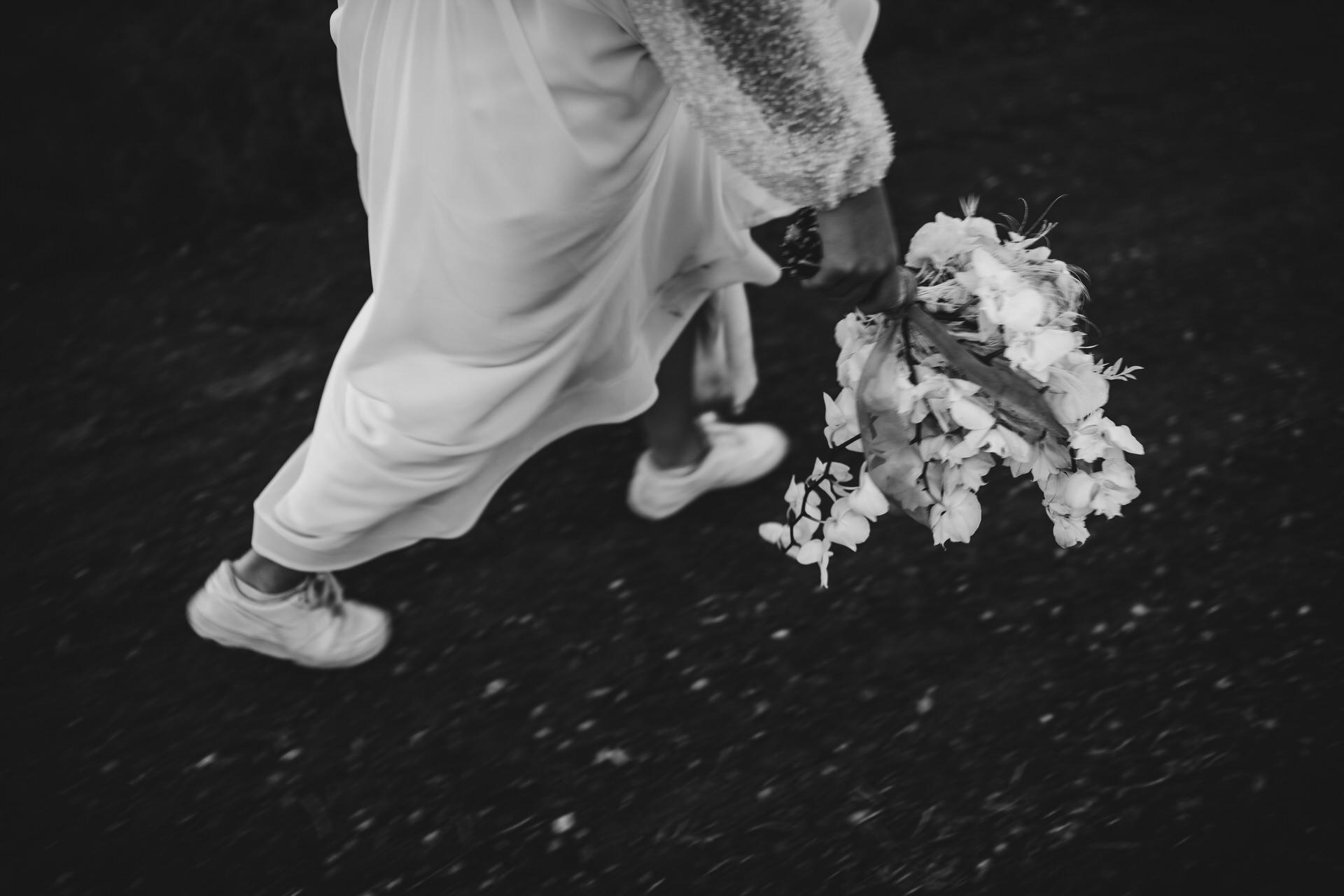 Zürich Elopement Images de Seestrasse Villa Venue | Cette mariée s'est engagée à profiter pleinement de chaque instant de sa journée