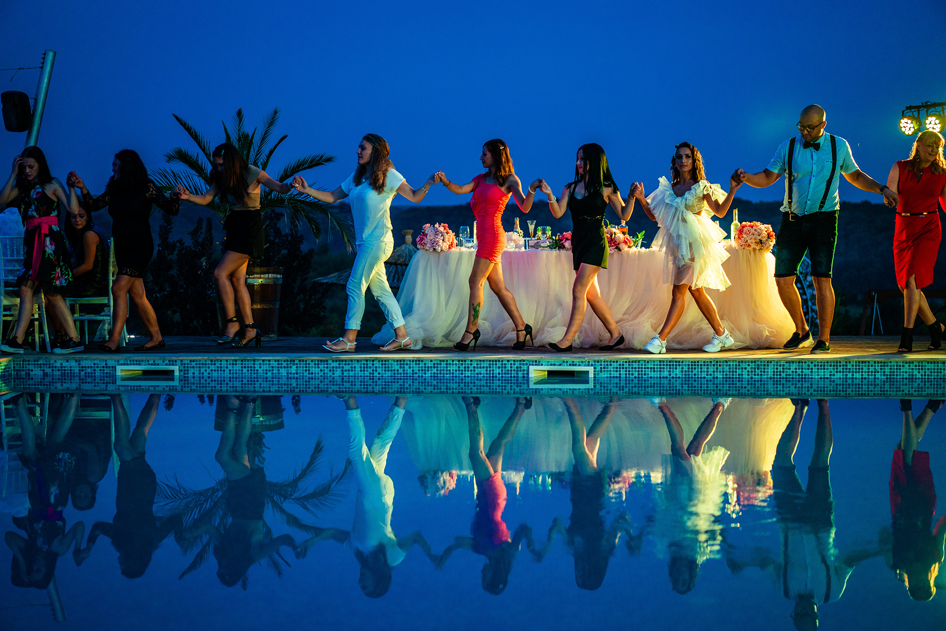 Top Elopement Pictures from a Bulgaria Pool | At nightfall, the party was ready to begin