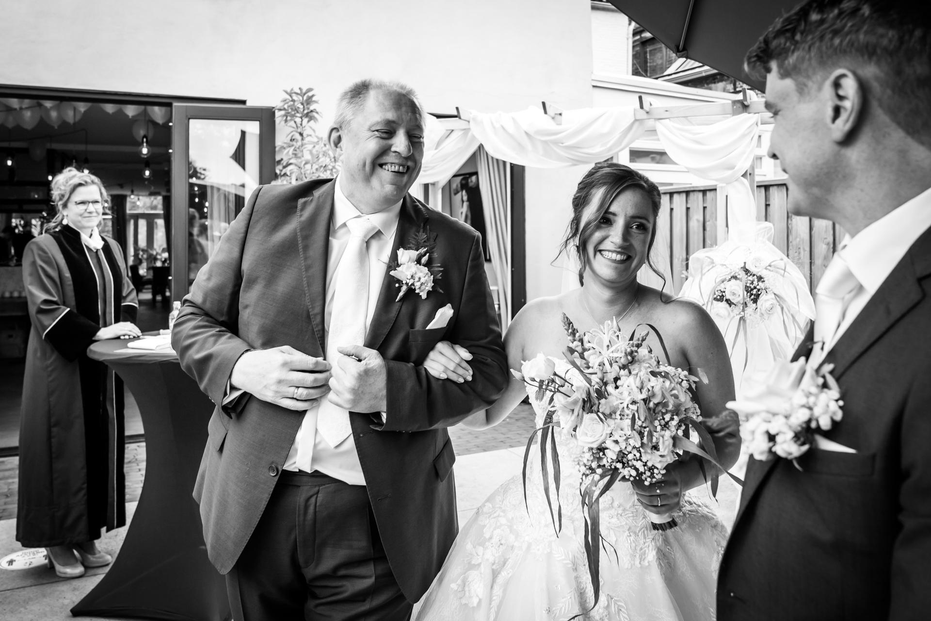 Immagine della cerimonia di fidanzamento dal ristorante Pouwe, Hoeven | Questo è l'inizio della cerimonia di matrimonio.