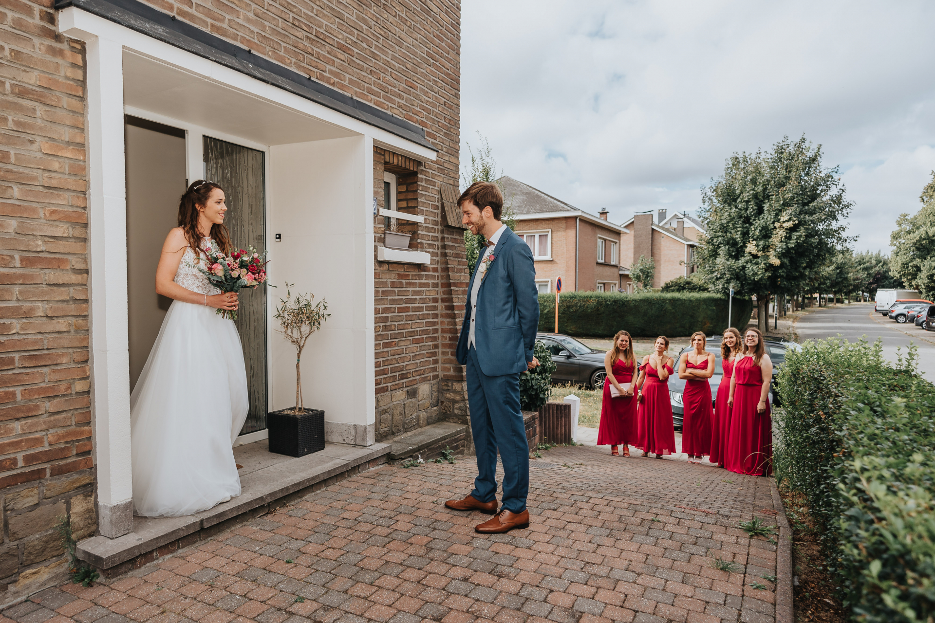 The brides home - Belgium Elopement Photographer | The groom arrives to pick up the bride from her house