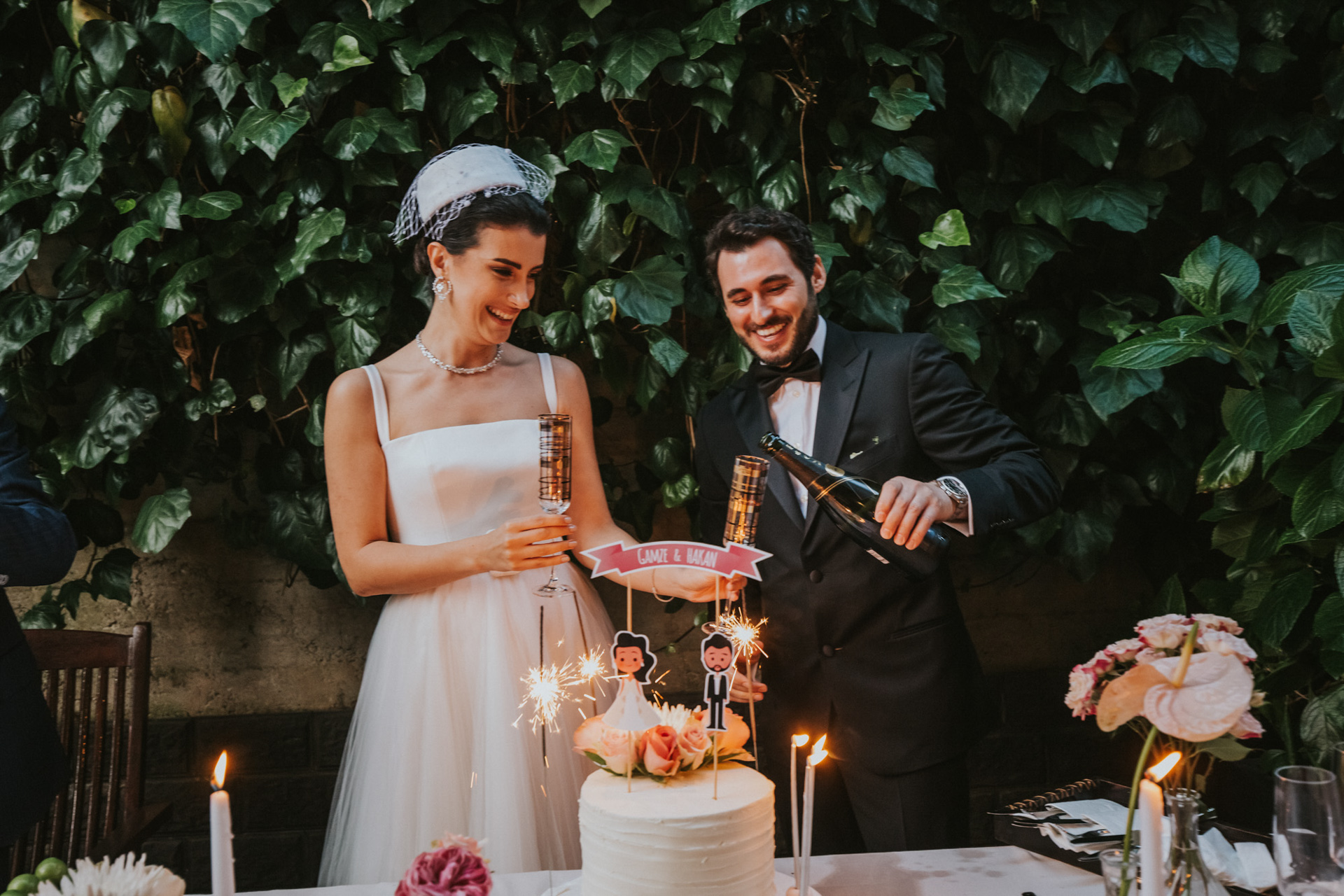 Elopement Photographer in Turkey Istanbul | the cake cutting was emotional because of the guests' speeches