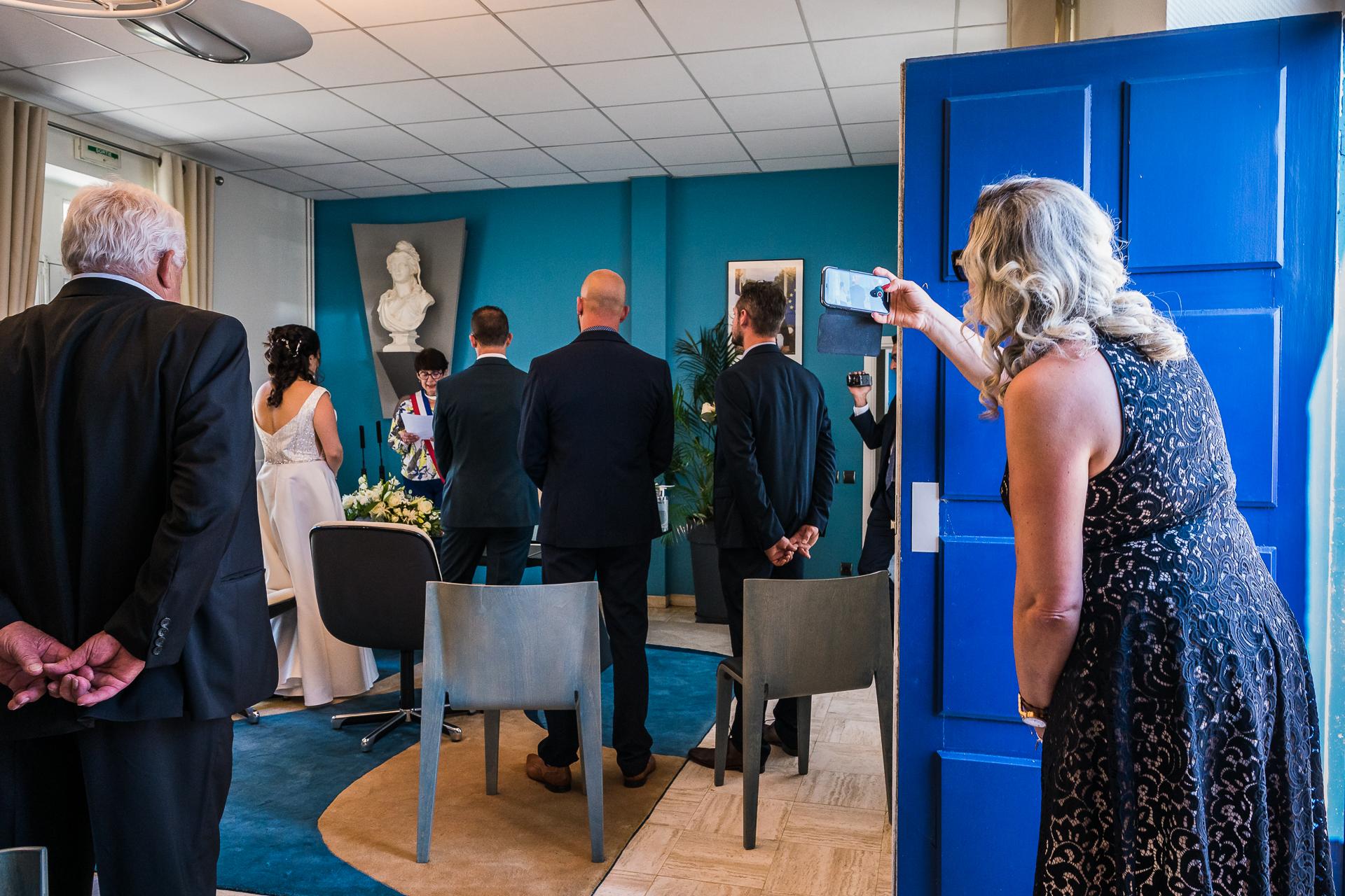 Frankreich Elopement standesamtliche Zeremonie Fotografie | Zu dieser Zeremonie waren maximal zehn Personen im Rathaus