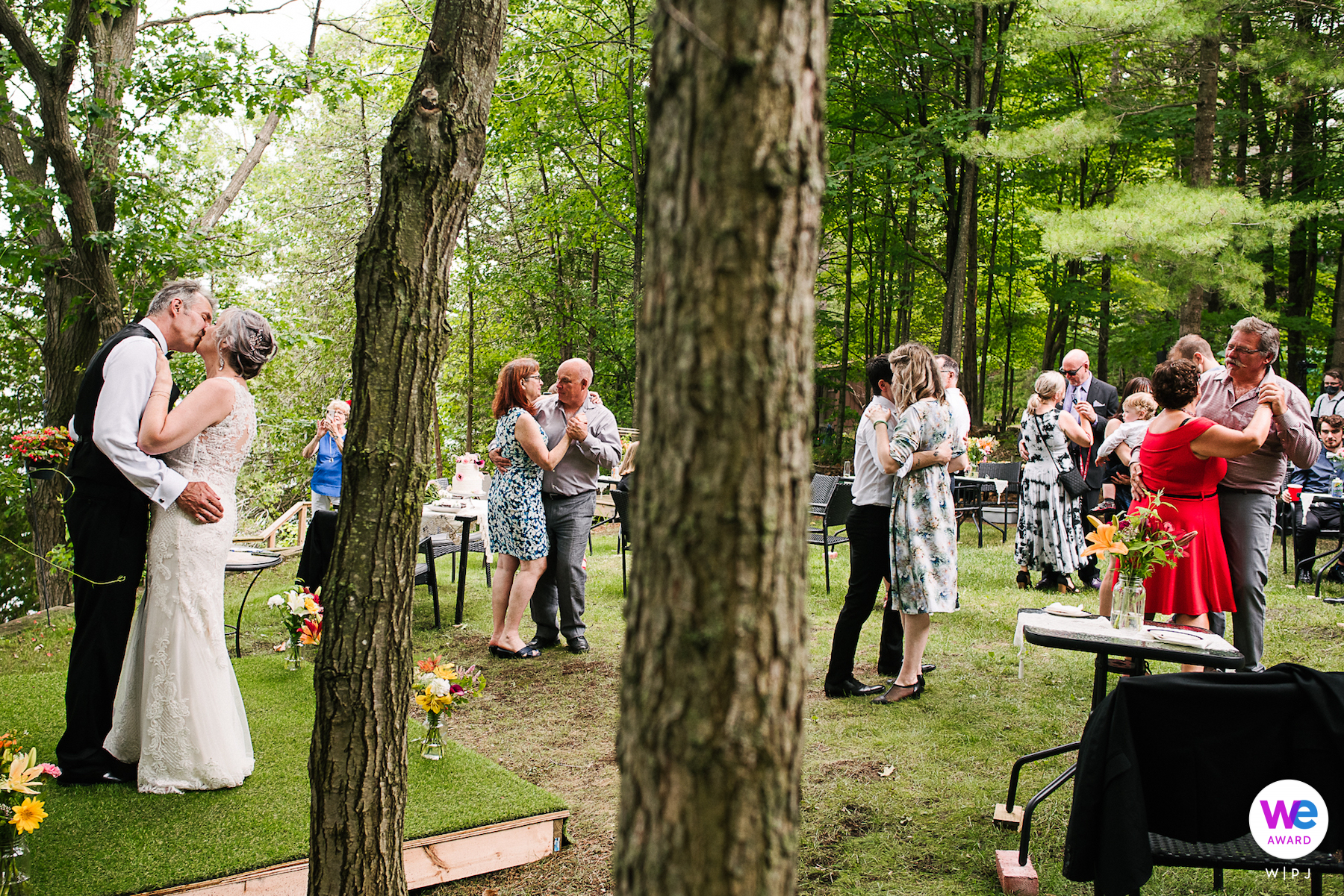 Ontario Elopement and Wedding Photographers | Slow dance in the backyard, while social distancing with their family