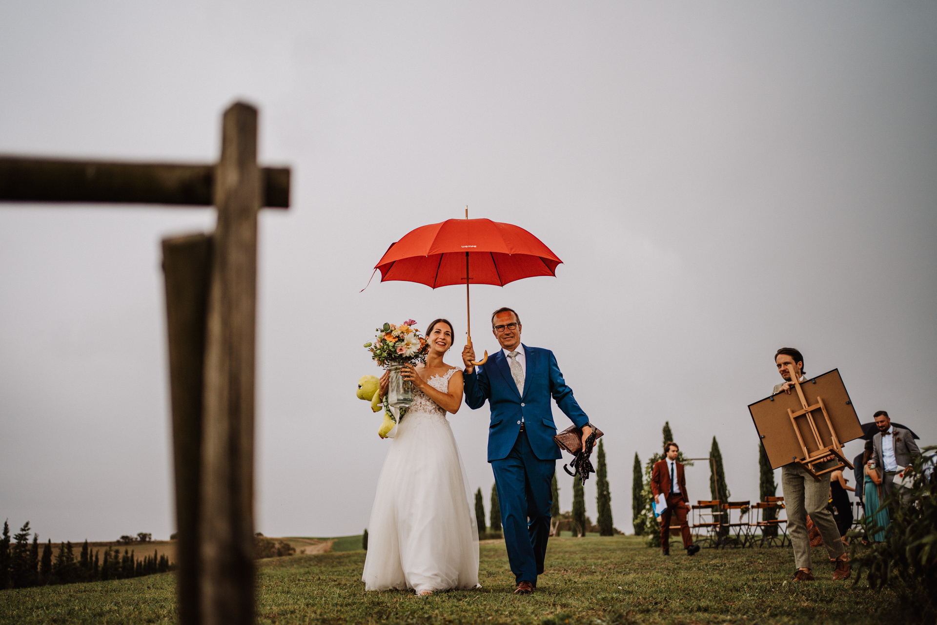 Countryside Elopement Picture - The Rain in at Agriturismo Il Rigo   A rain storm forces the guests to run inside to finish the ceremony