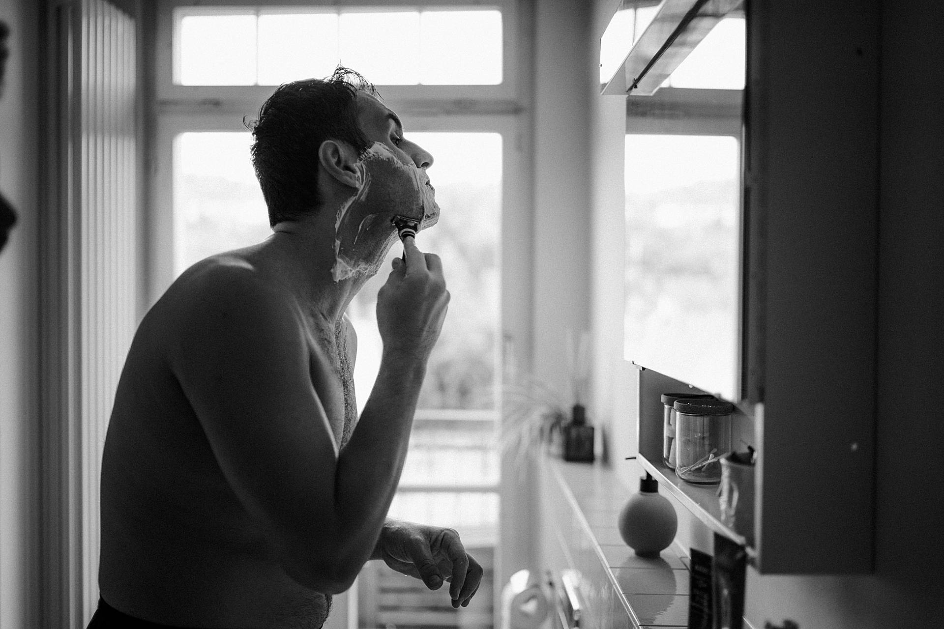 Best Wedding Photography in Switzerland | The groom prepares for the eventful day