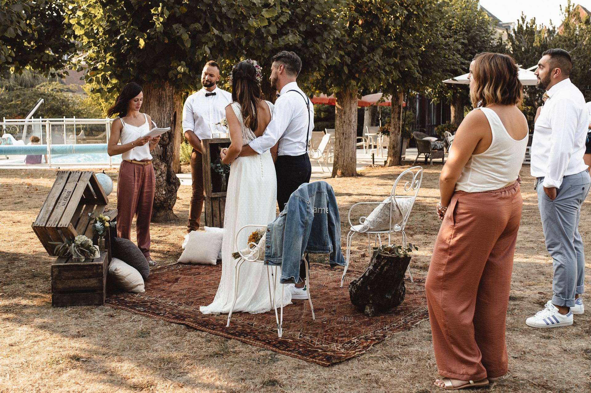 法国的婚礼摄影师| 这对夫妻在装饰空间时突出了自己的风格
