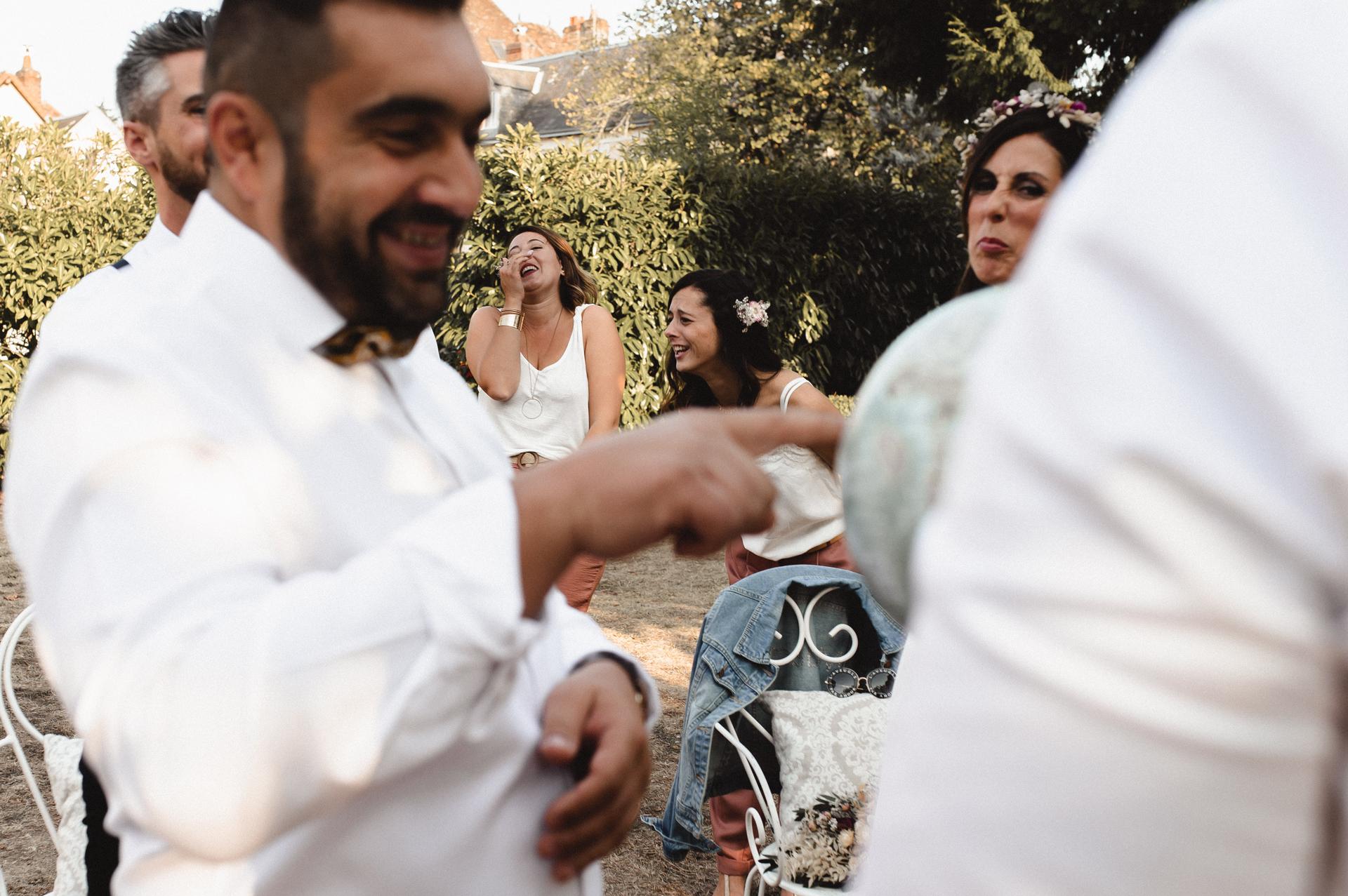法国婚礼形象| 这对夫妇在他们的活动中加入了Mappemonde仪式
