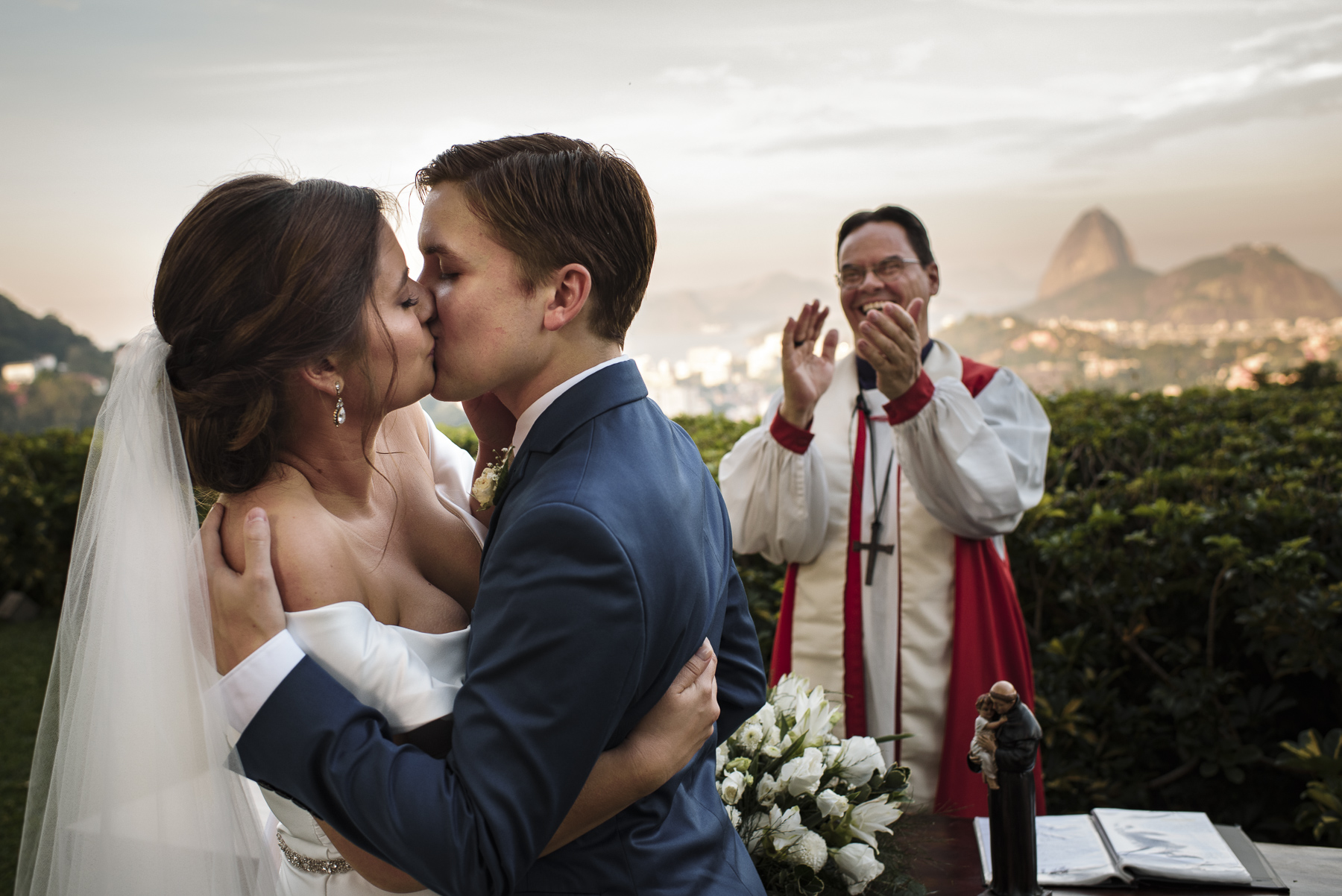Rio de Janeiro Wedding Image - Brazil, Casa de Santa Teresa | The wedding officiant claps with joy