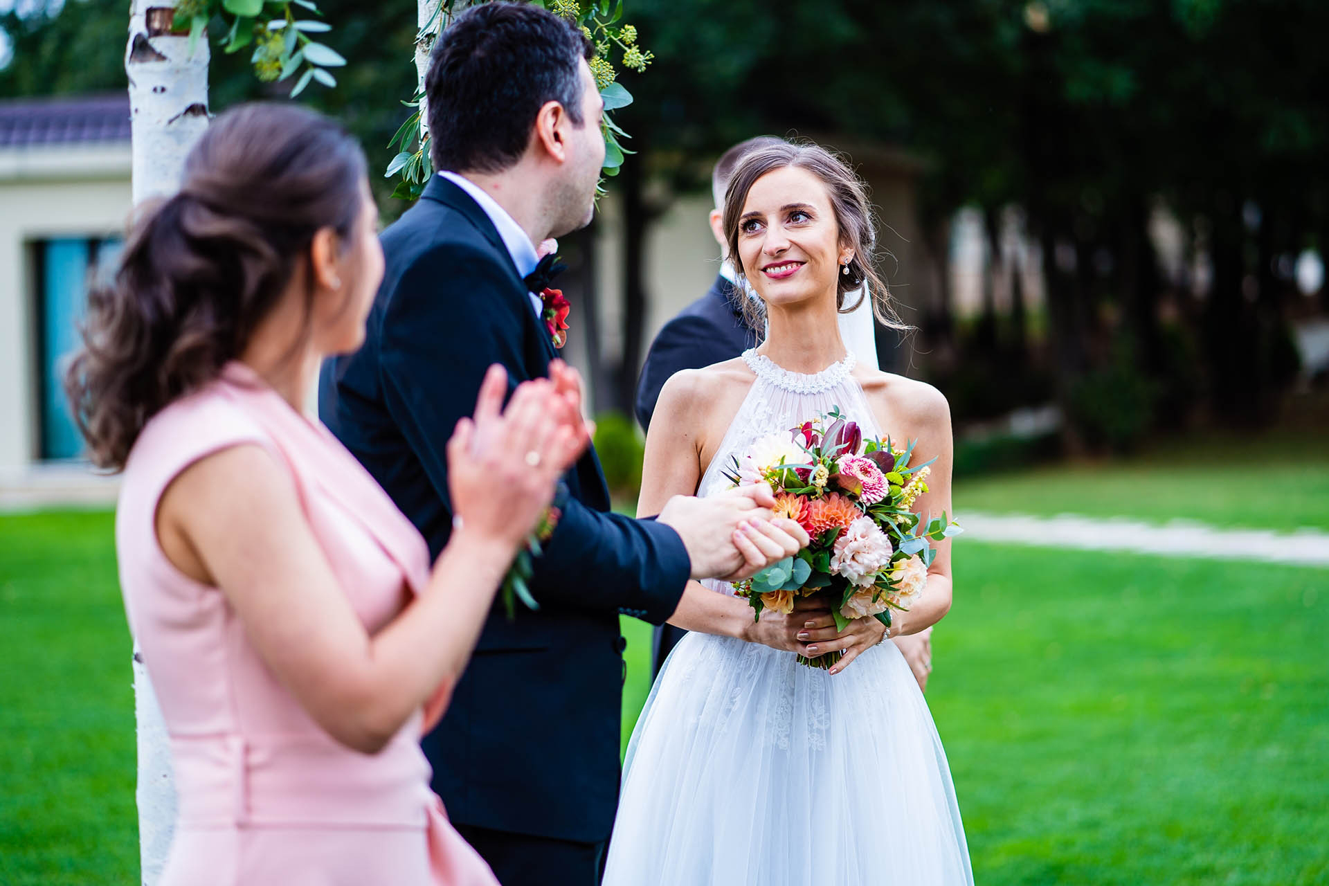 Villa Ekaterina Wedding Photographer - Vakarel, Bulgaria | The bride looks into the groom's eyes