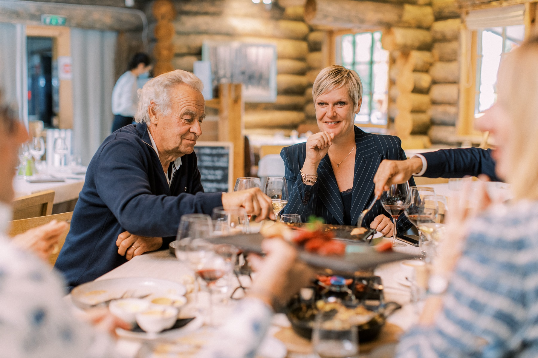 La Cabane des Praz, Chamonix Lieu de mariage Photo | Dîner de réception pour la noce et les invités
