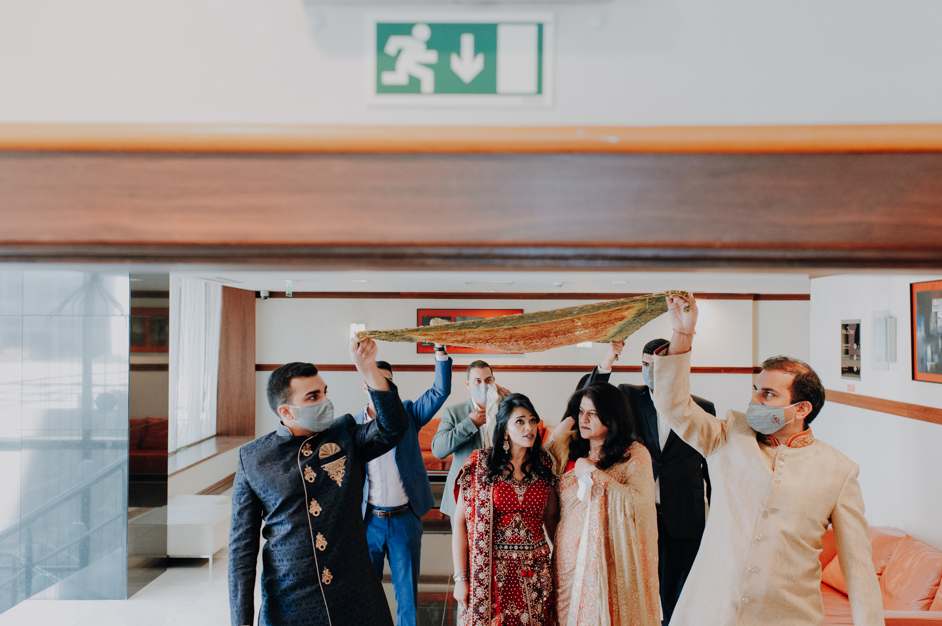 Photography for Portugal Weddings | The bride is accompanied by her mother and her cousins