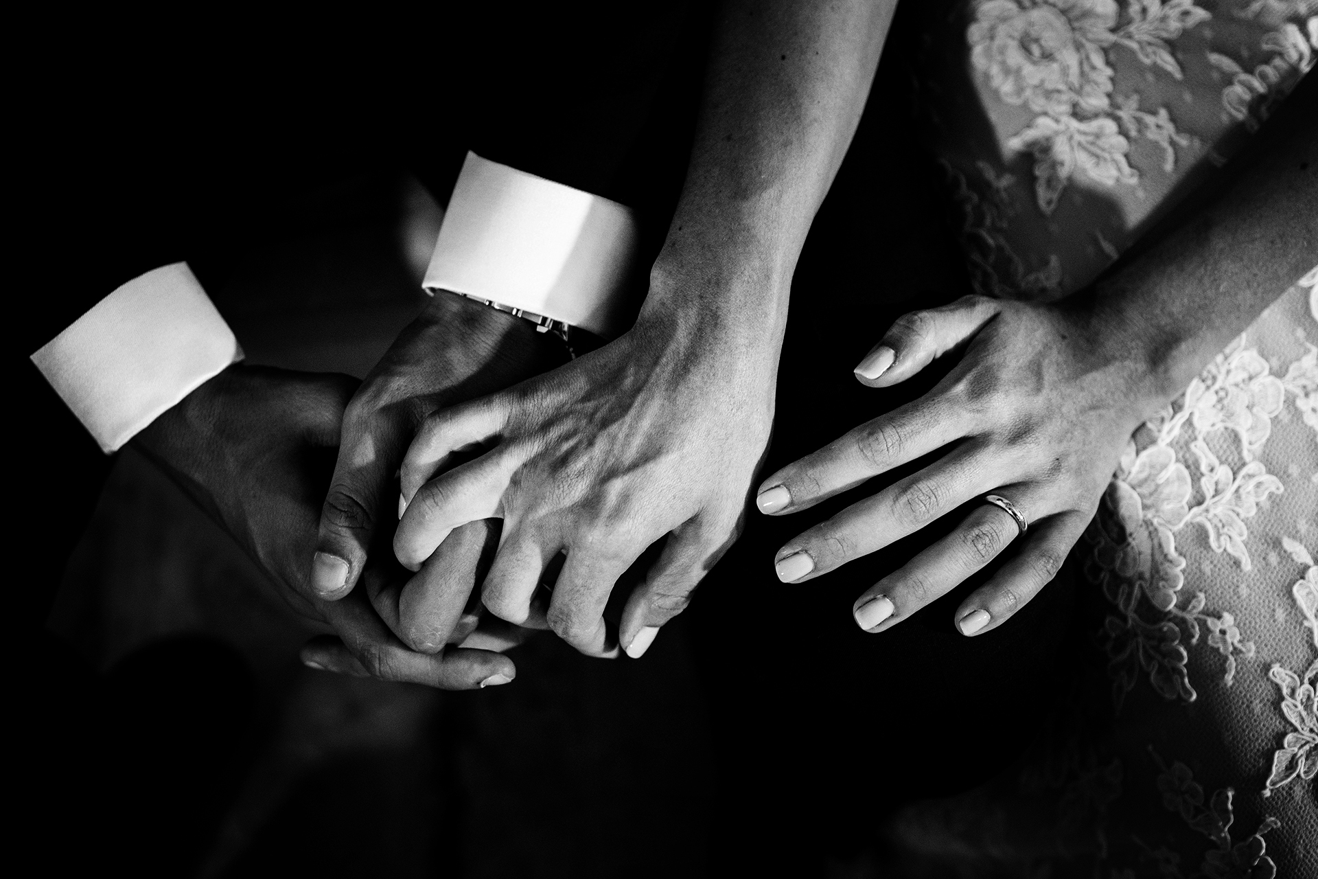 Sant'Orsola Church - Mount Erice Wedding Detail Photo | The bride intertwines her fingers with the groom's