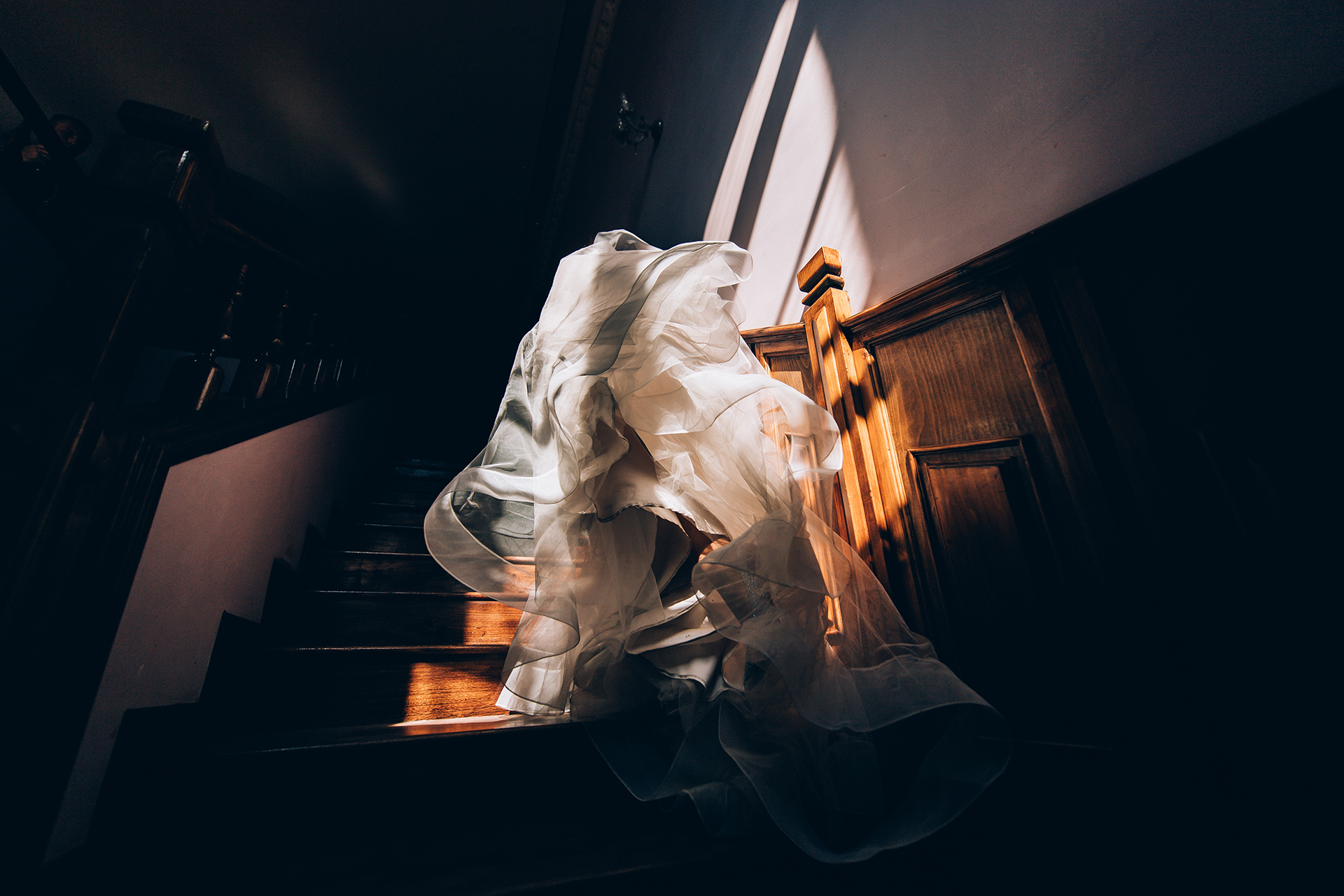 Ruse Wedding Photos | The bride poses for an artistic portrait on the staircase