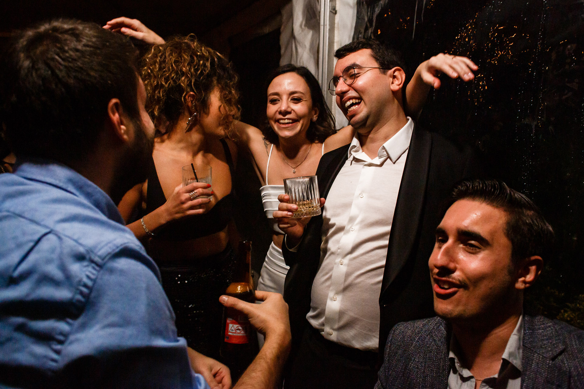 Momo Bebekoy Restaurant Wedding Venue Image, Istanbul | Two friends are dancing in the front
