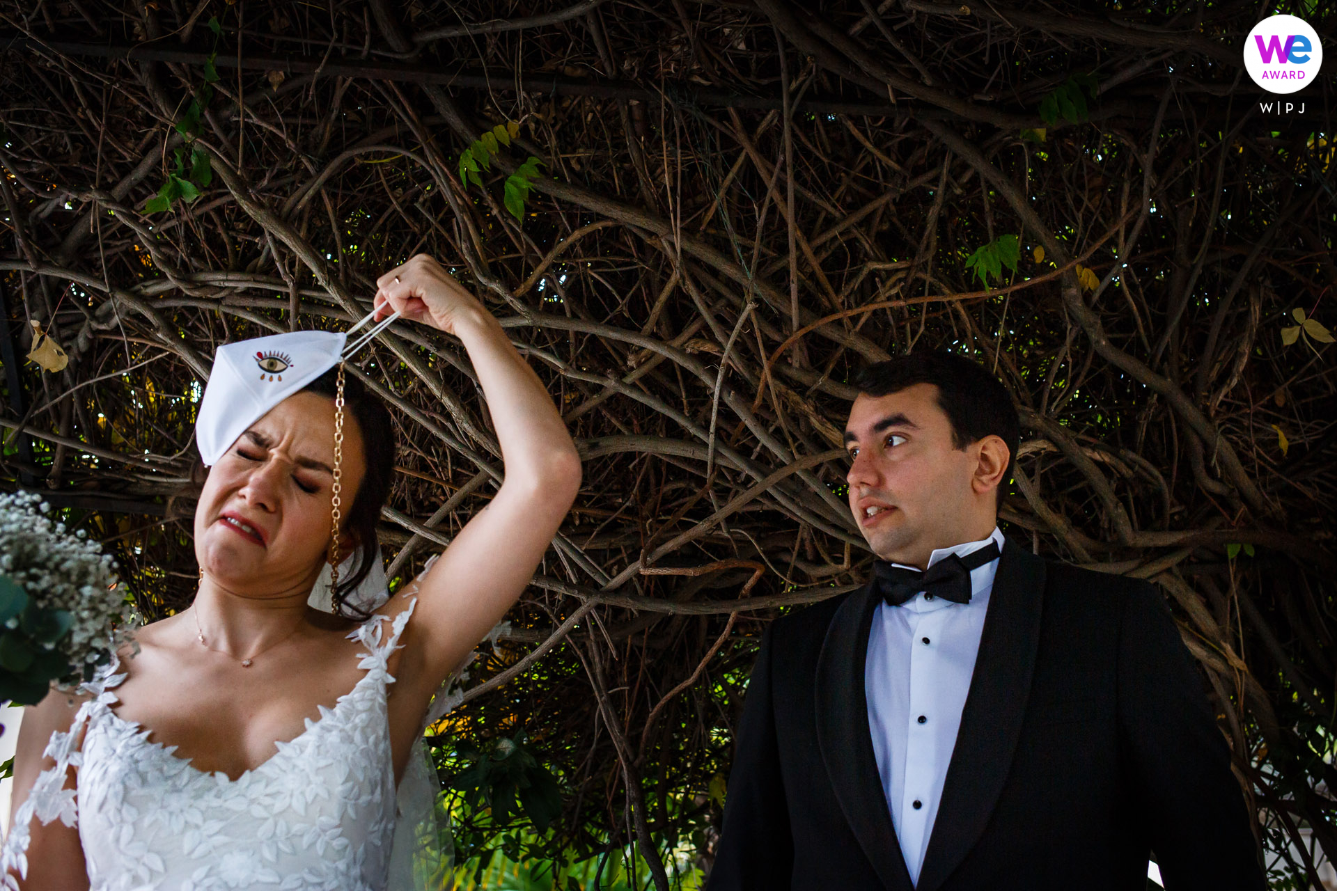 Sisli Evlendirme Dairesi, Istanbul, COVID Wedding Image | a little outdoor shoot in front of the hall