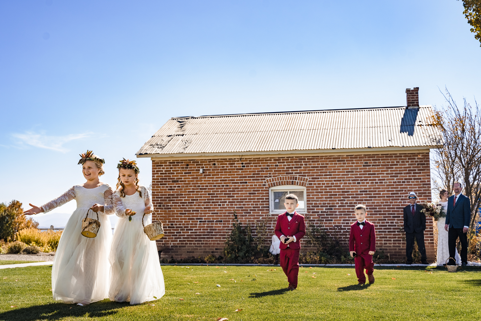 Wedding Photography at Dangberg Ranch | The flower girls and ring bearers lead the way