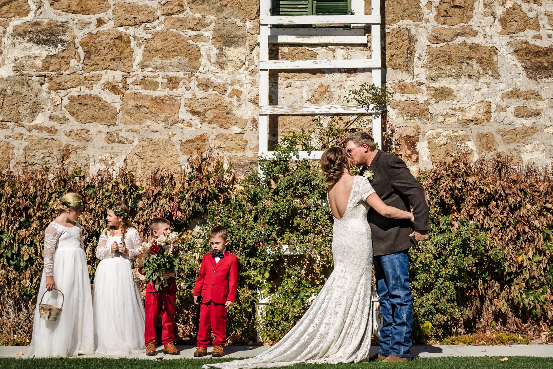 Weddings at Dangberg Ranch - Nevada Photographer | The kiss - and the children's reactions