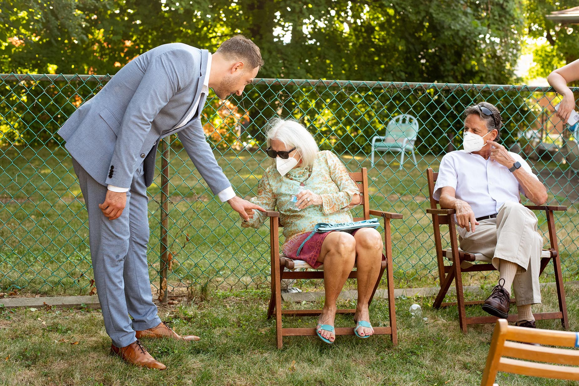 Backyard Wedding Photography | guests asking to see the wedding band