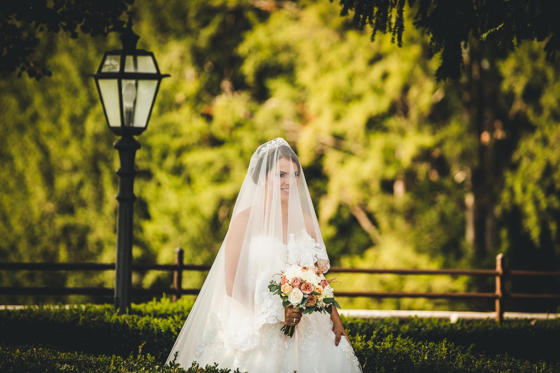 Zdjęcia ślubne - Castello Bevilacqua | Wygląda pod każdym względem wdzięczną i elegancką panną młodą