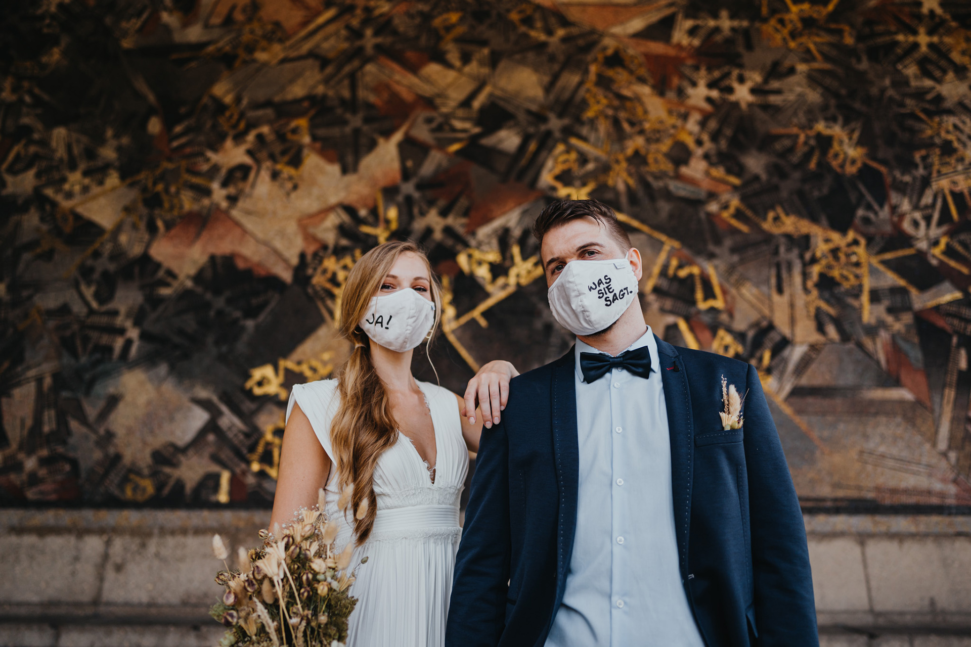 Düsseldorf Registry Office - Germany Wedding Portrait | in order to prevent the spread of the COVID-19 virus, the bride and groom wore tongue-in-cheek face masks